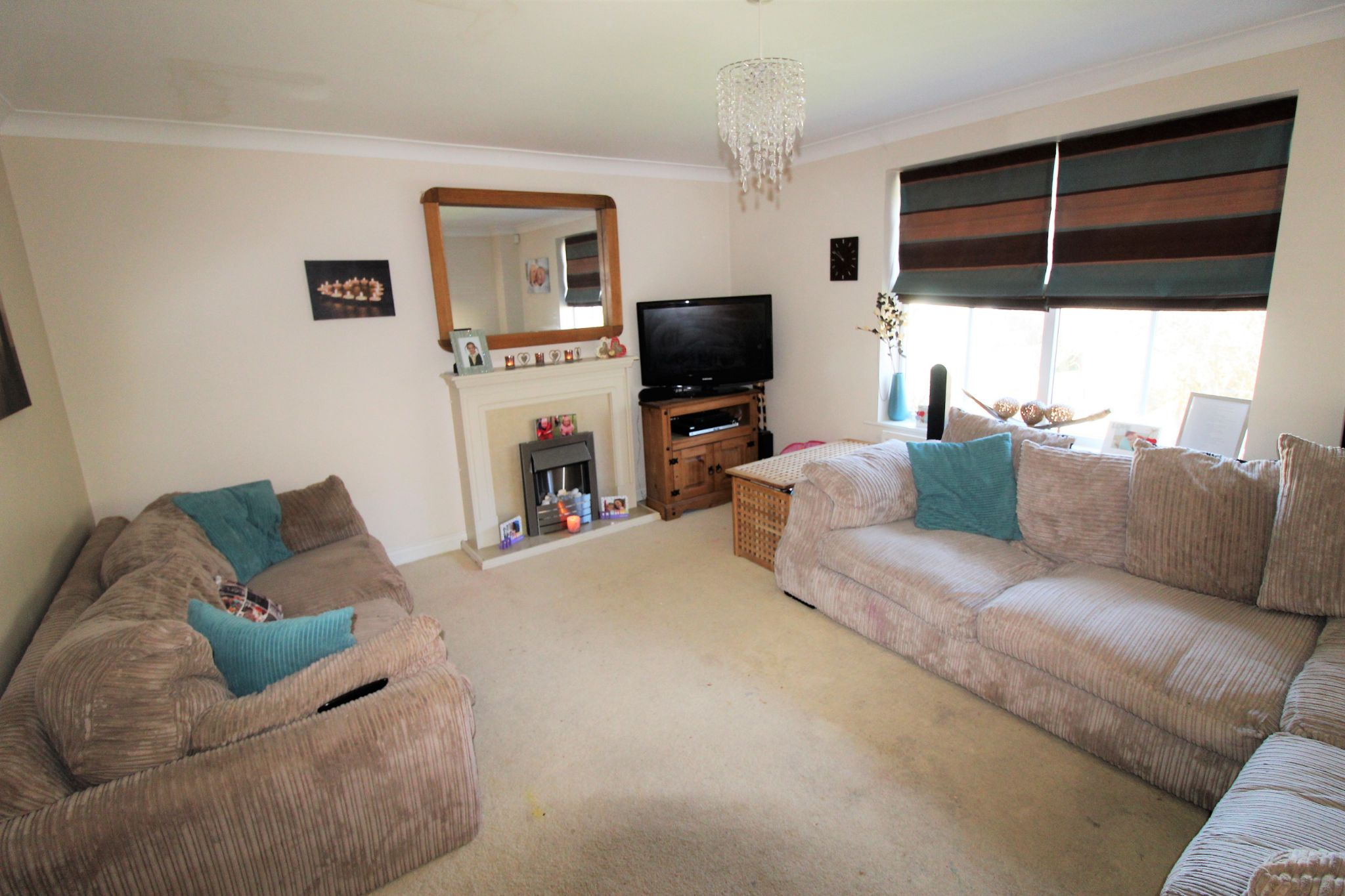 4 bedroom semi-detached house For Sale in Brighouse - Photograph 3