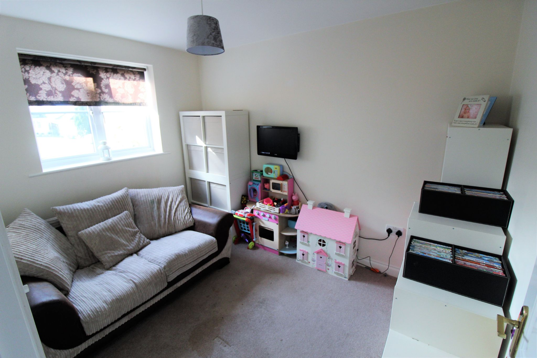 4 bedroom semi-detached house For Sale in Brighouse - Photograph 12