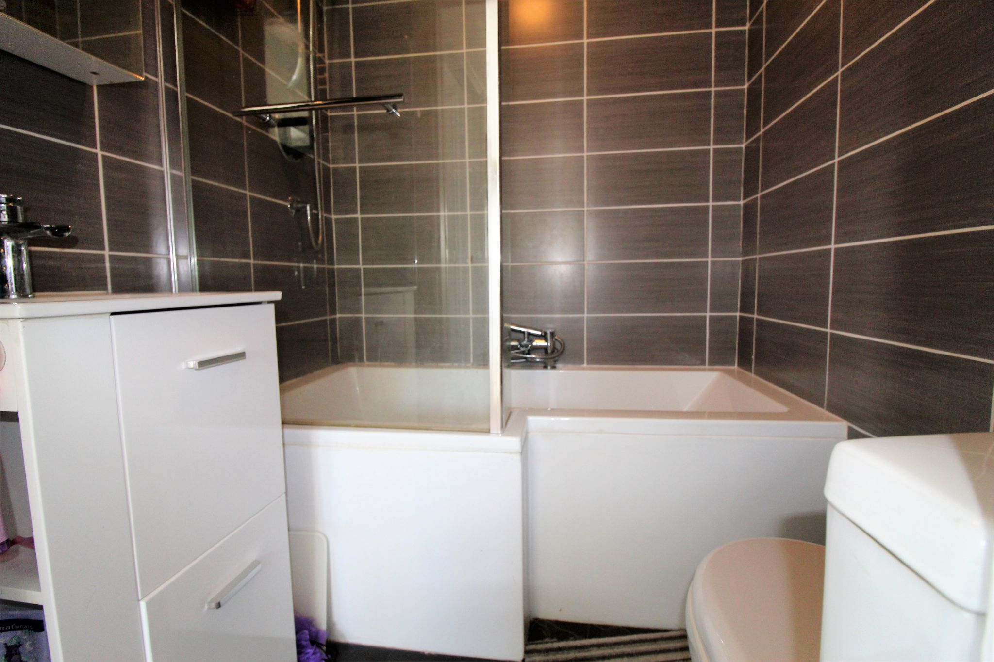 4 bedroom semi-detached house For Sale in Brighouse - Photograph 23