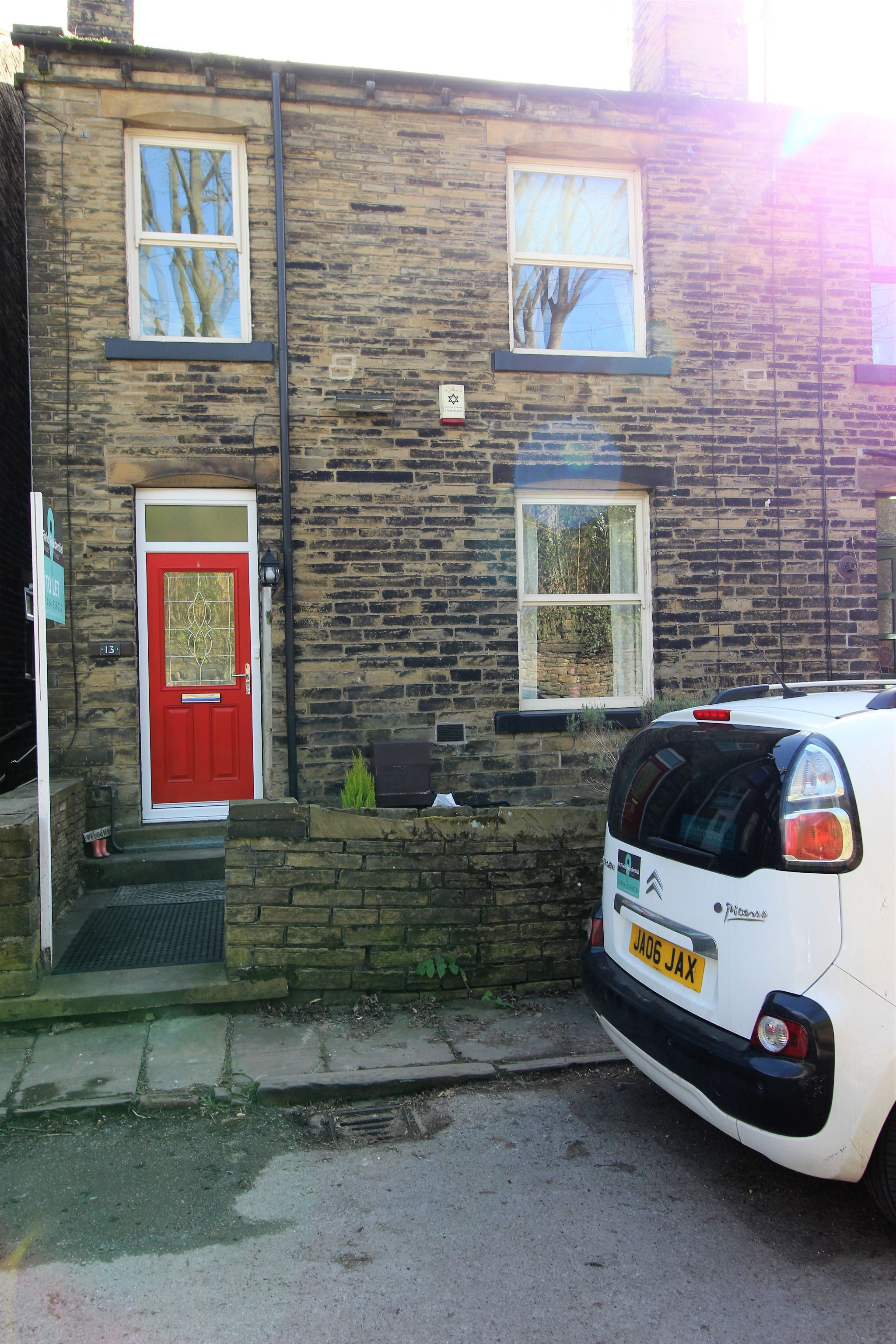 3 bedroom mid terraced house Let Agreed in Brighouse - Outside space