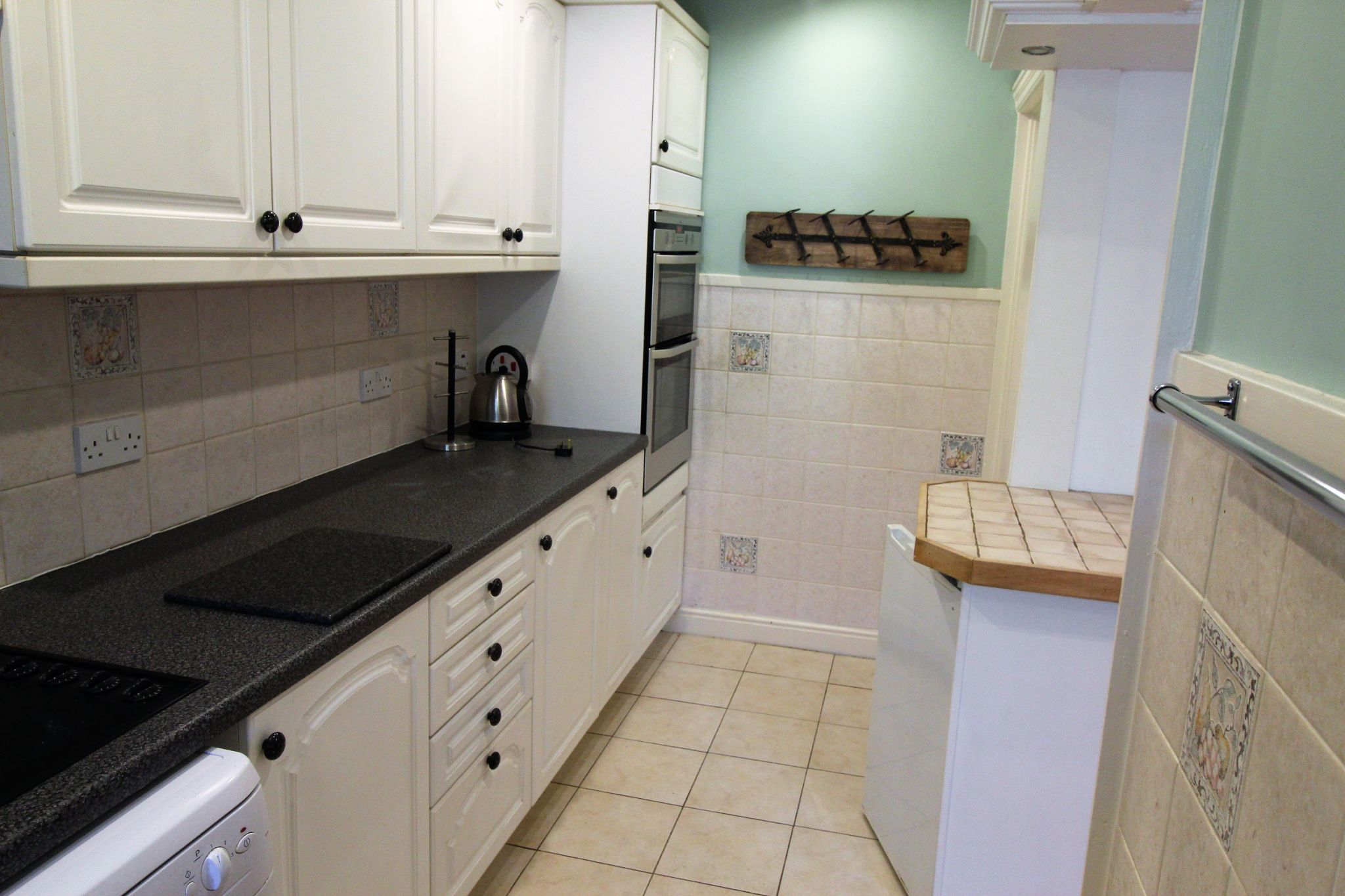 3 bedroom mid terraced house Let Agreed in Brighouse - Kitchen