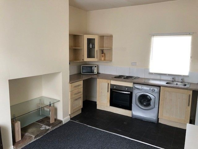 2 bedroom mid terraced house Reserved in Huddersfield - Kitchen area