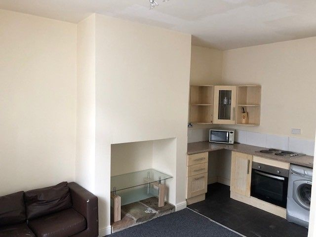 2 bedroom mid terraced house Reserved in Huddersfield - Lounge / kitchen