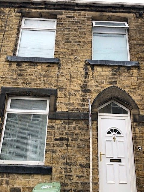 2 bedroom mid terraced house Reserved in Huddersfield - Front aspect