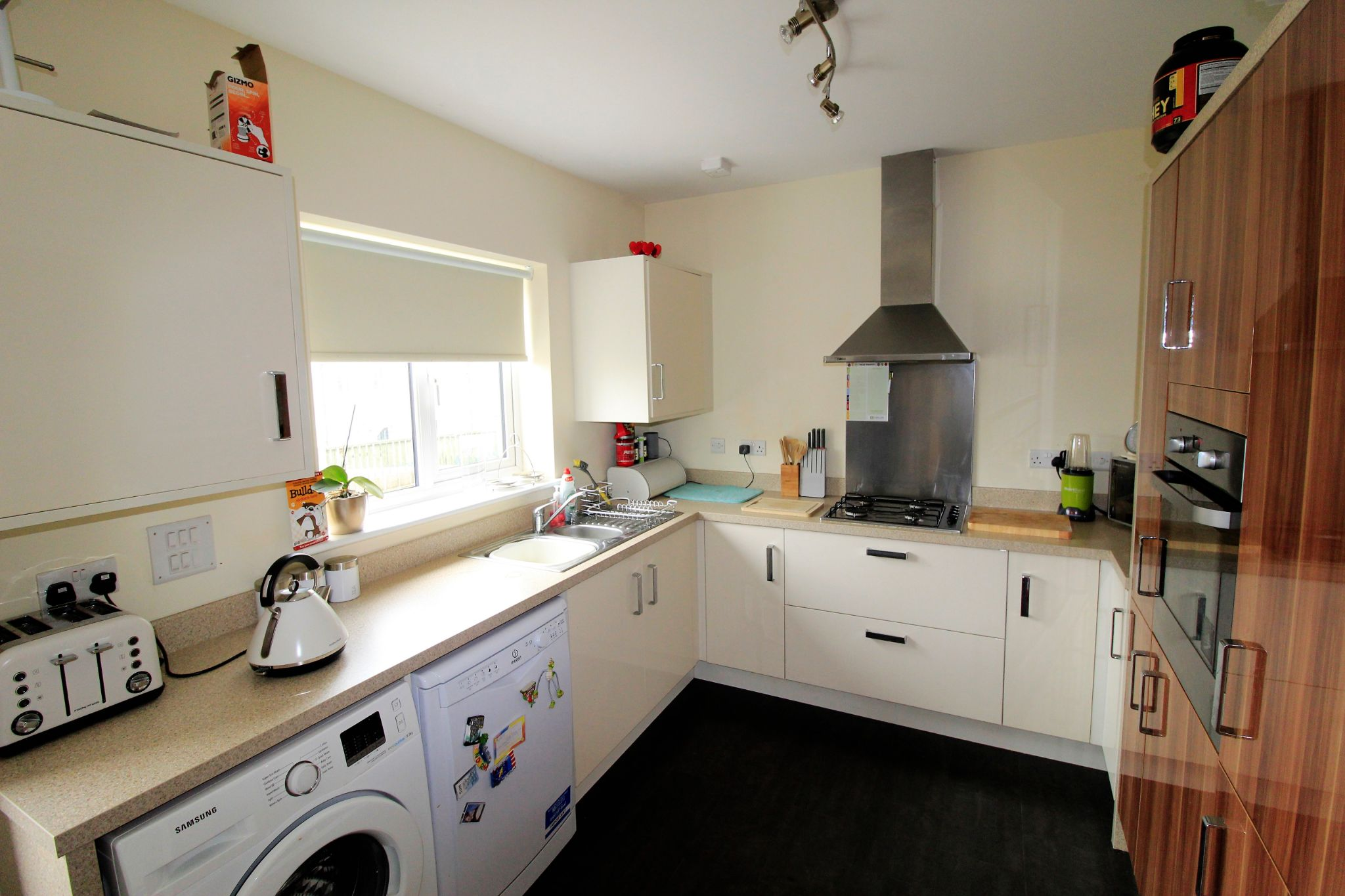4 bedroom detached house For Sale in Bradford - Photograph 7