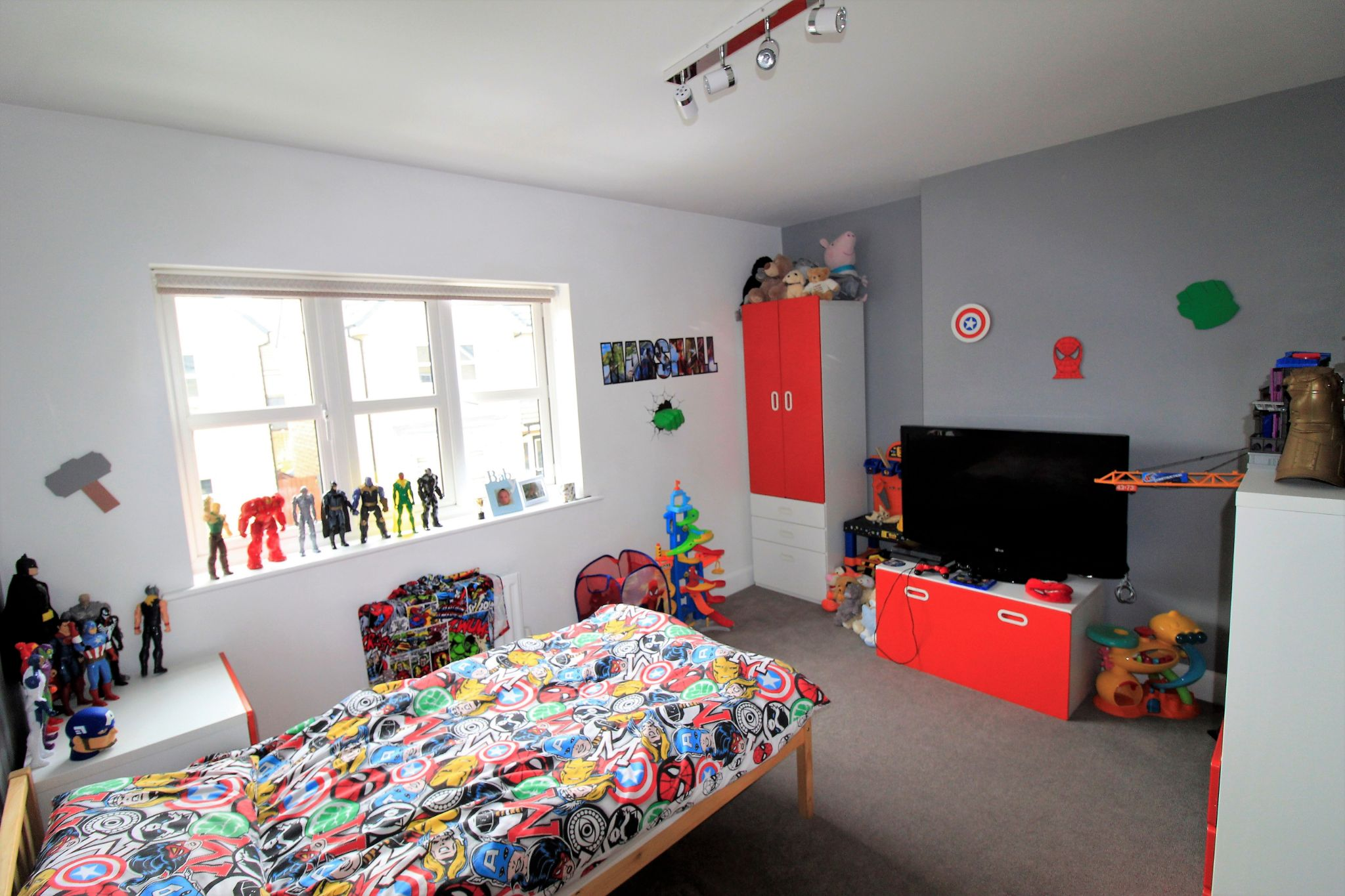 4 bedroom detached house For Sale in Bradford - Photograph 10