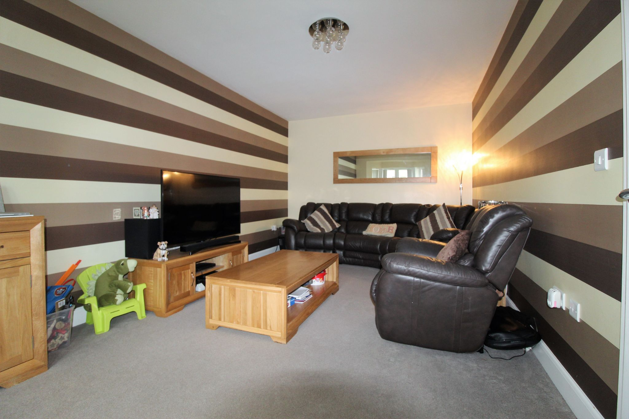 4 bedroom detached house For Sale in Bradford - Photograph 5