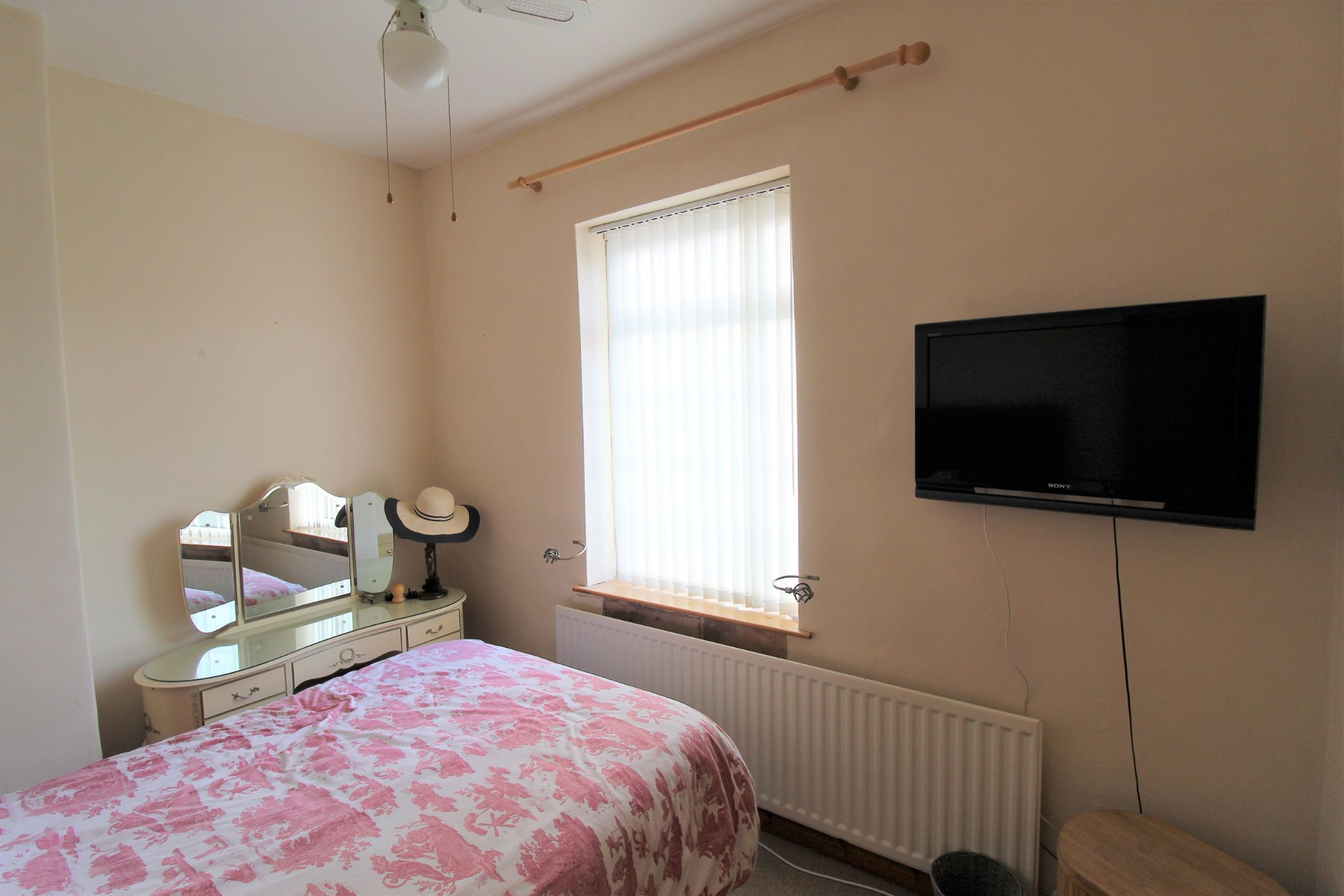 2 bedroom cottage house To Let in Wakefield - Bedroom 1