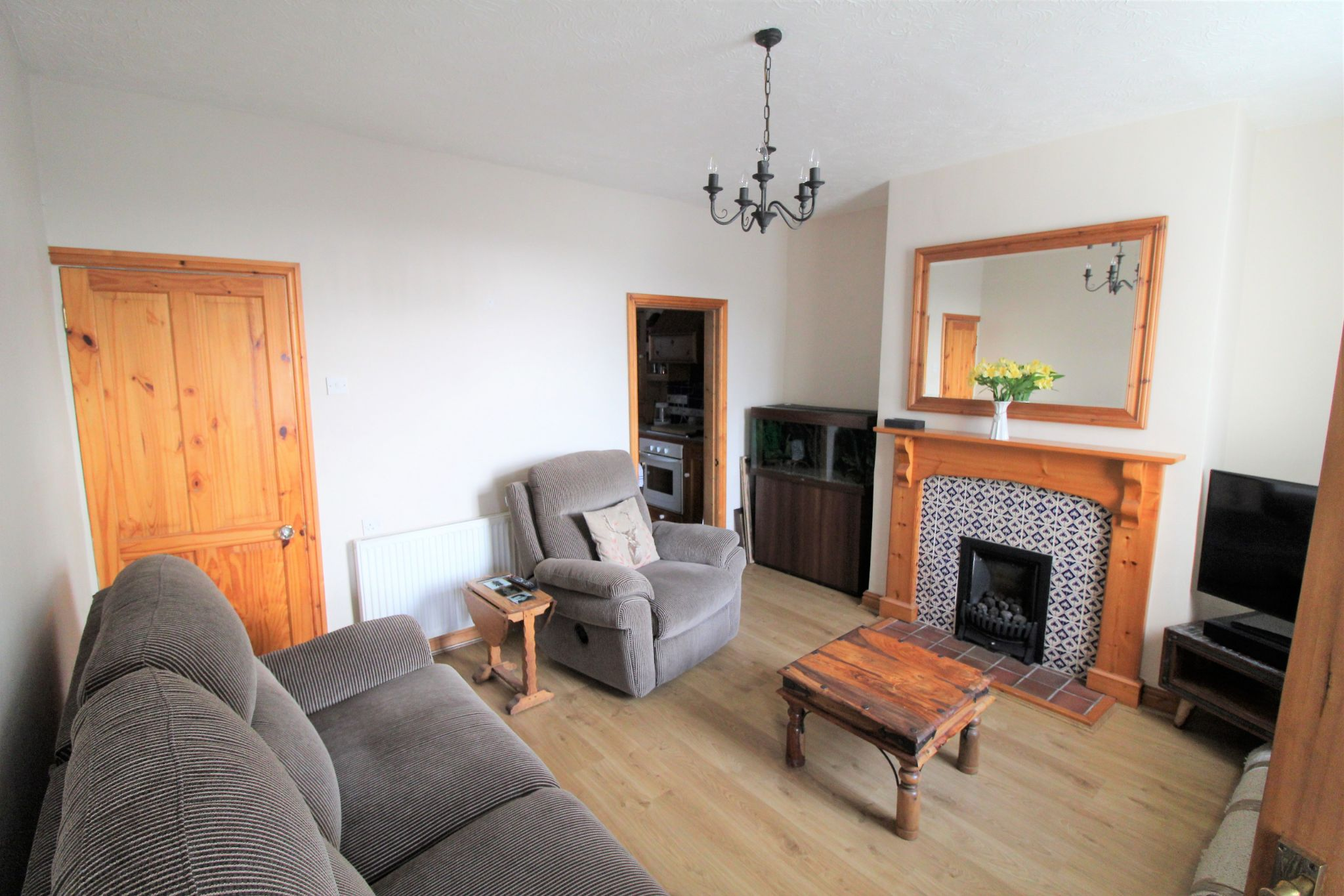 2 bedroom cottage house To Let in Wakefield - Lounge