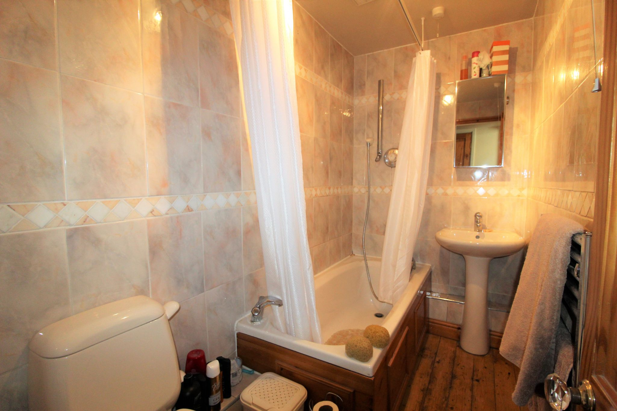 2 bedroom cottage house To Let in Wakefield - Bathroom