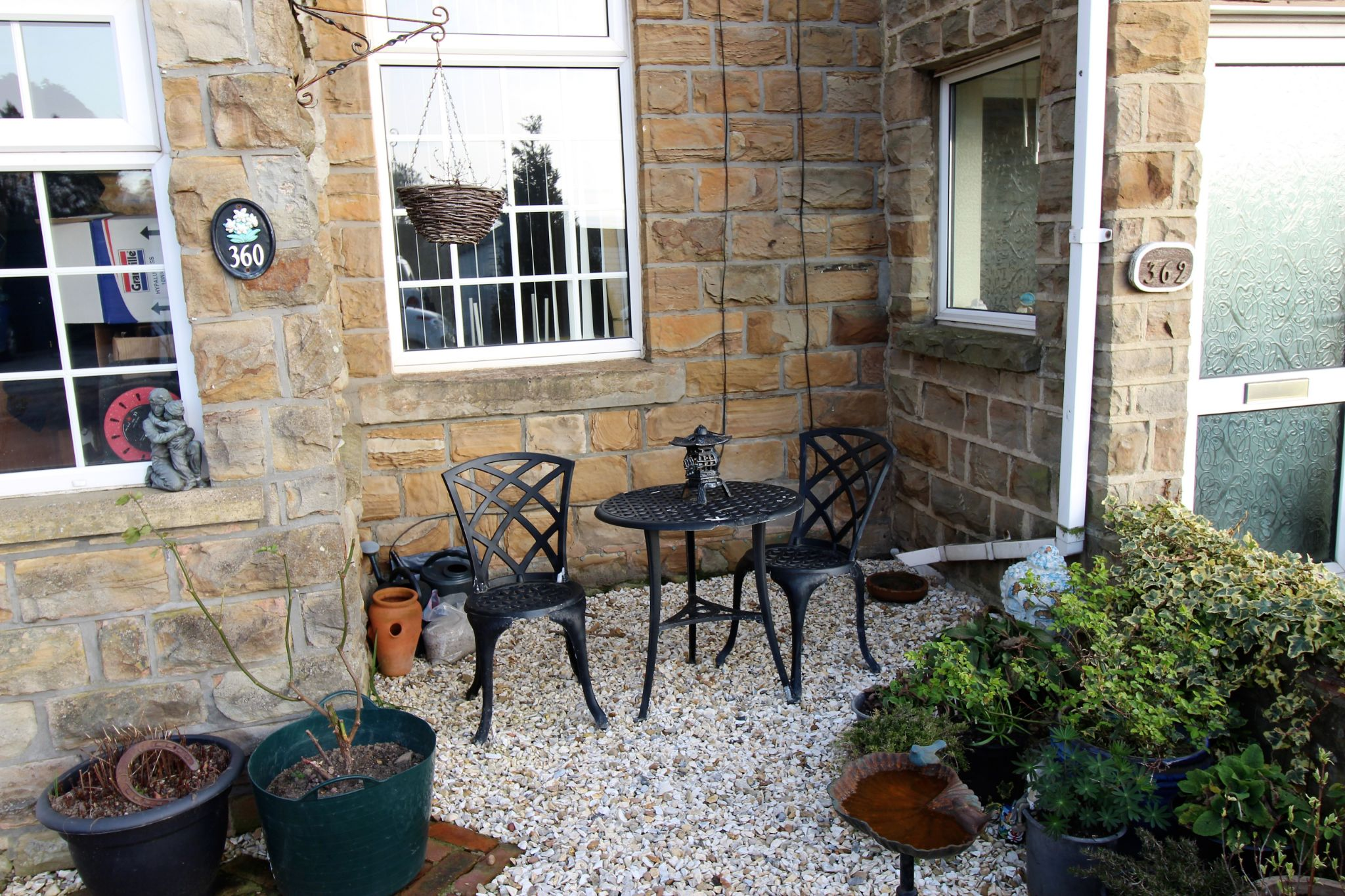 2 bedroom cottage house To Let in Wakefield - Patio Area