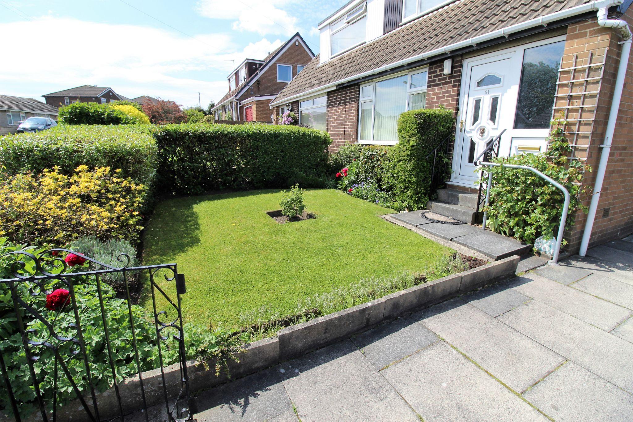 2 bedroom semi-detached bungalow SSTC in Bradford - Front garden