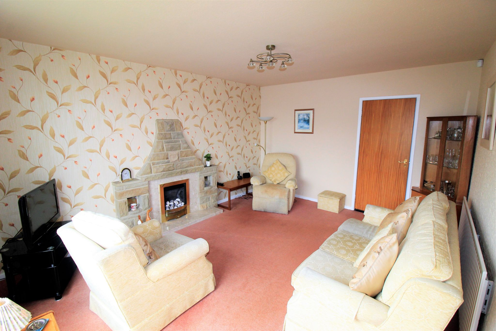 2 bedroom semi-detached bungalow For Sale in Bradford - Lounge