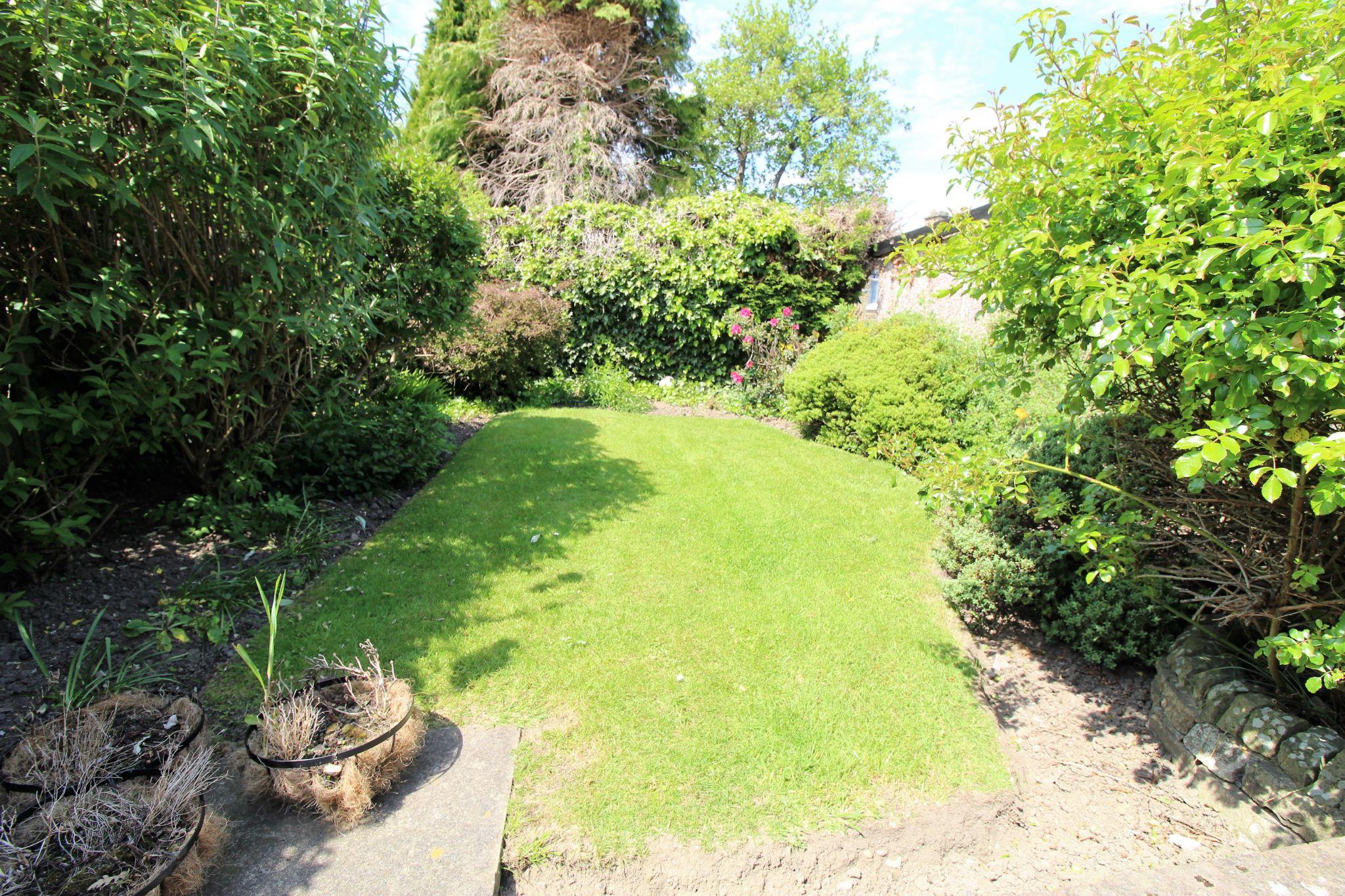 2 bedroom semi-detached bungalow For Sale in Bradford - rear lawned garden