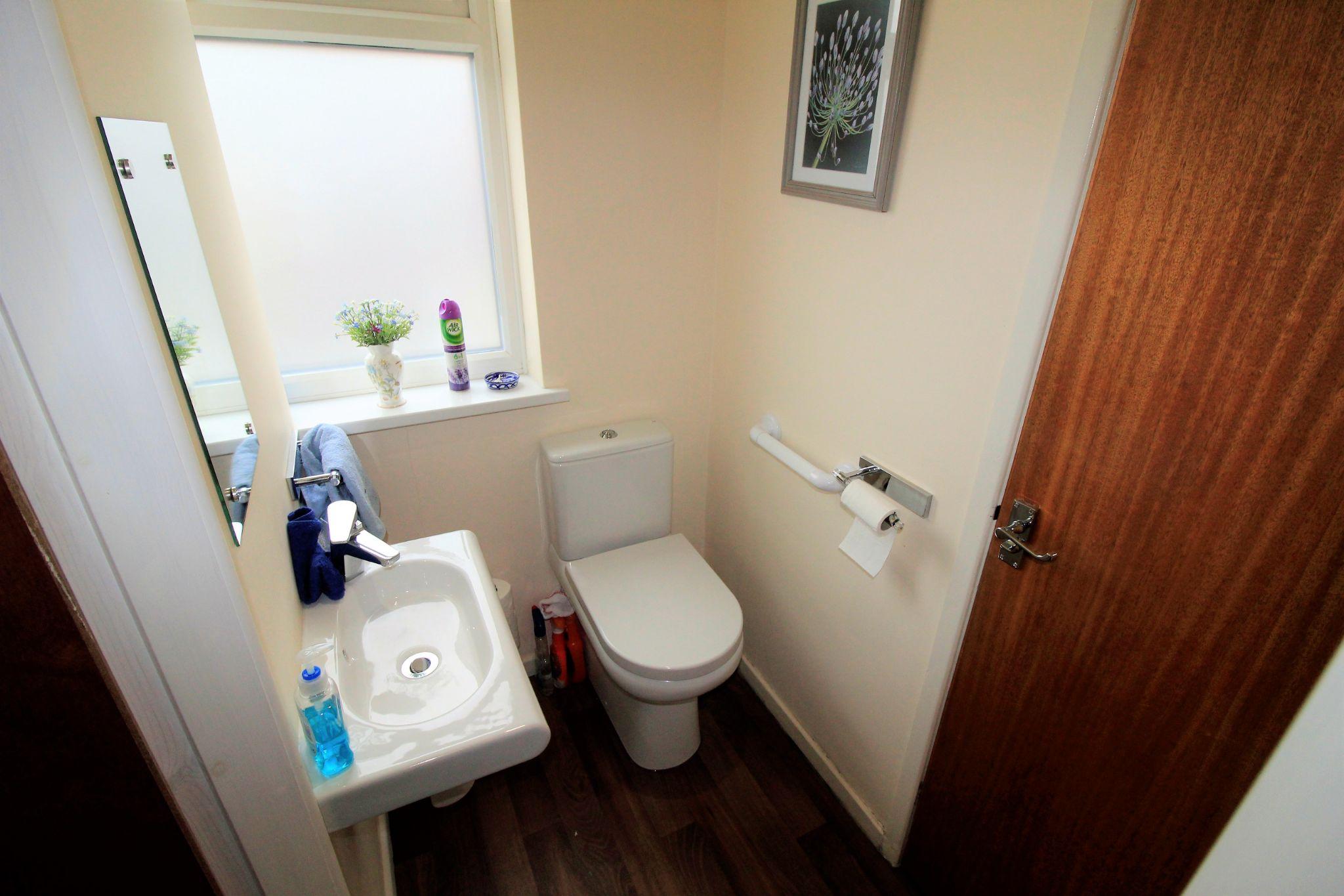 2 bedroom semi-detached bungalow SSTC in Bradford - W.C.