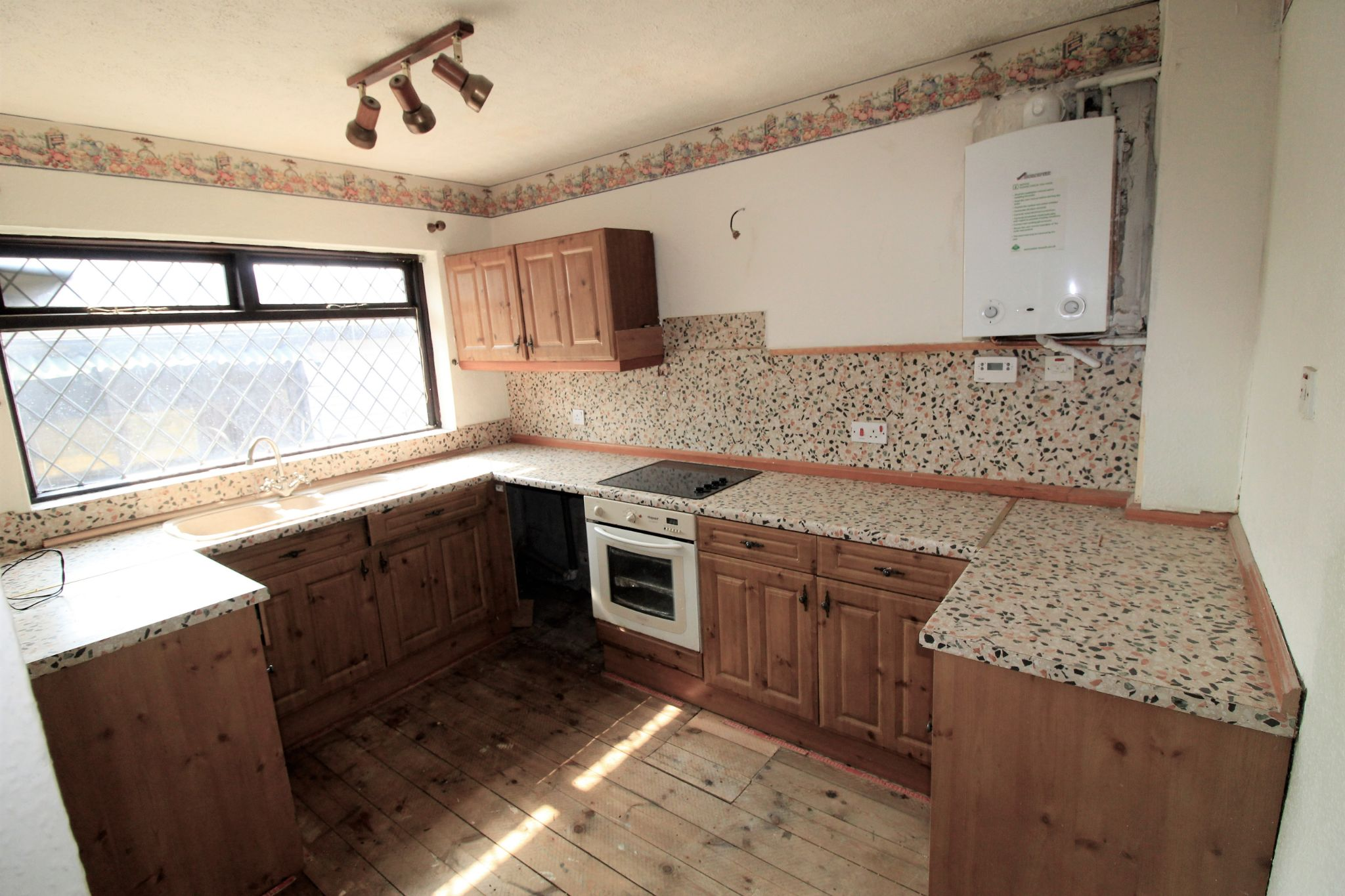 3 bedroom detached bungalow For Sale in Bradford - Property photograph