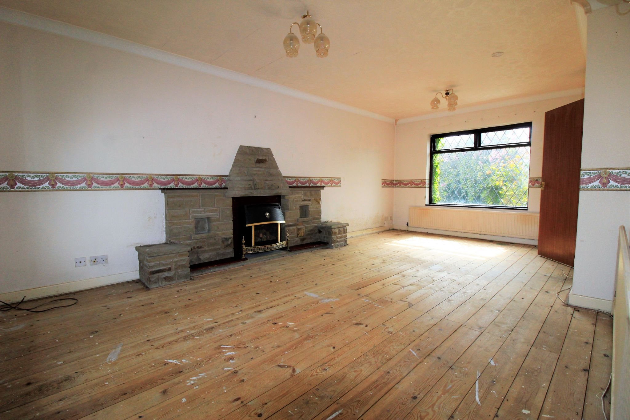 3 bedroom detached bungalow SSTC in Bradford - Lounge