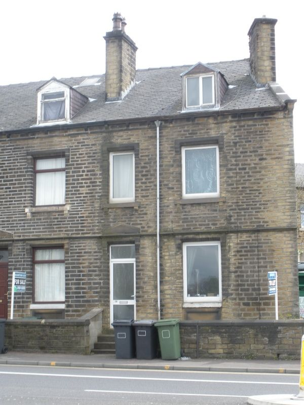 3 bedroom end terraced house To Let in Huddersfield - Photograph 1