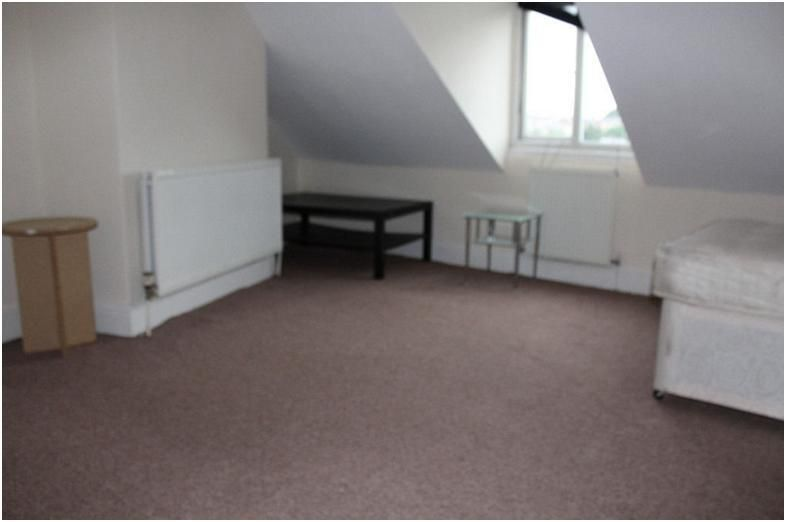 3 bedroom end terraced house To Let in Huddersfield - Photograph 2