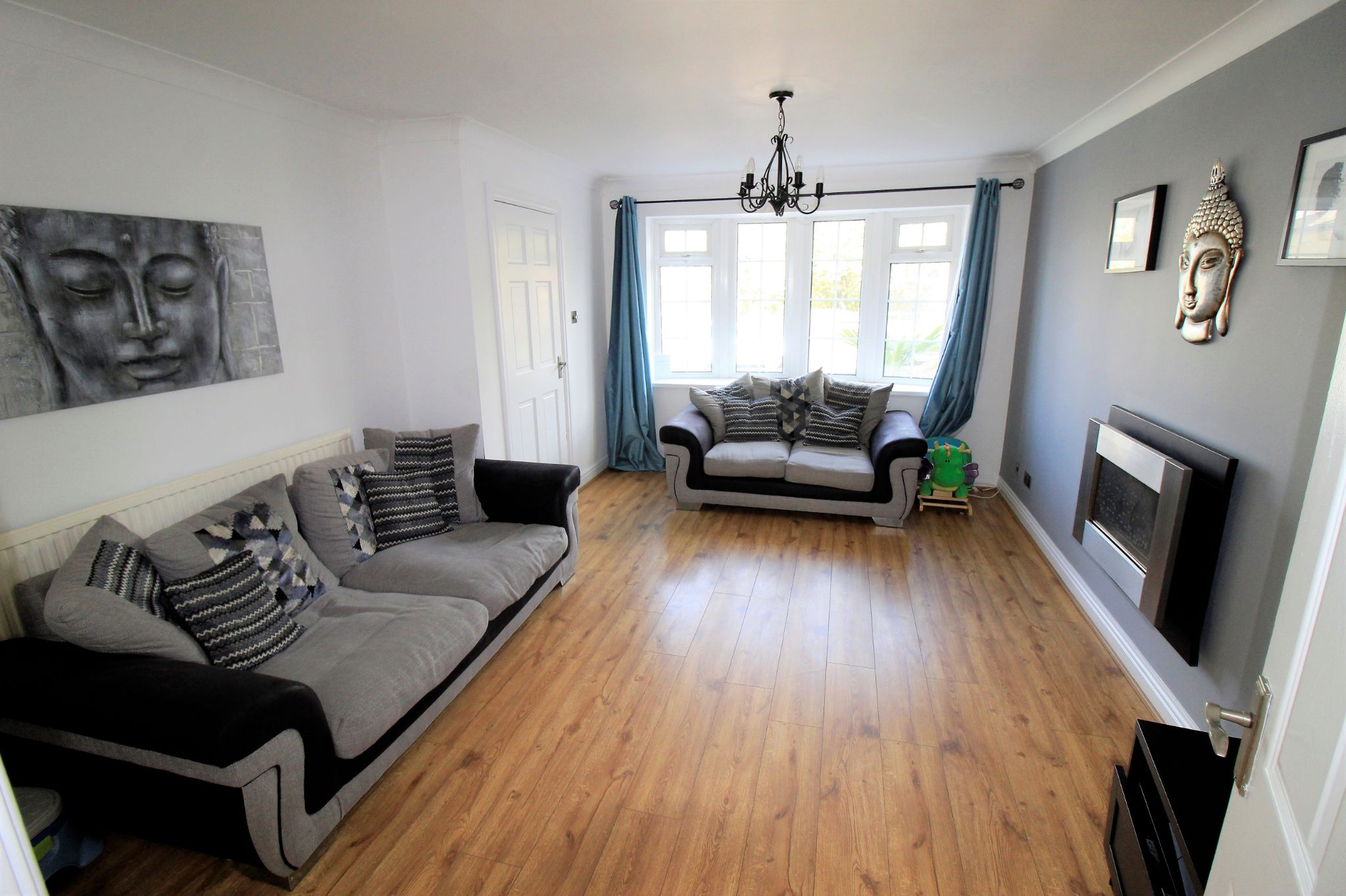 3 bedroom mid terraced house For Sale in Bradford - Photograph 3