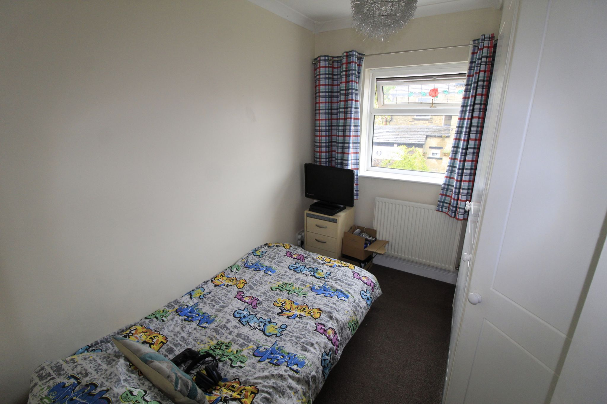 3 bedroom mid terraced house Let Agreed in Brighouse - Bedroom 3