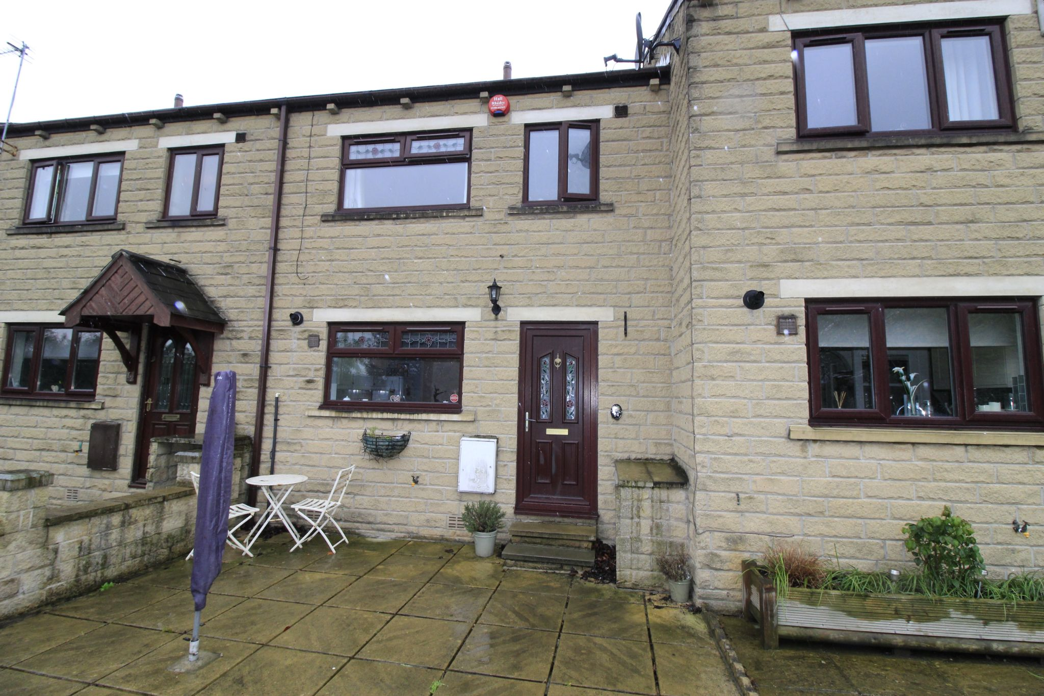 3 bedroom mid terraced house Let Agreed in Brighouse - Front elevation