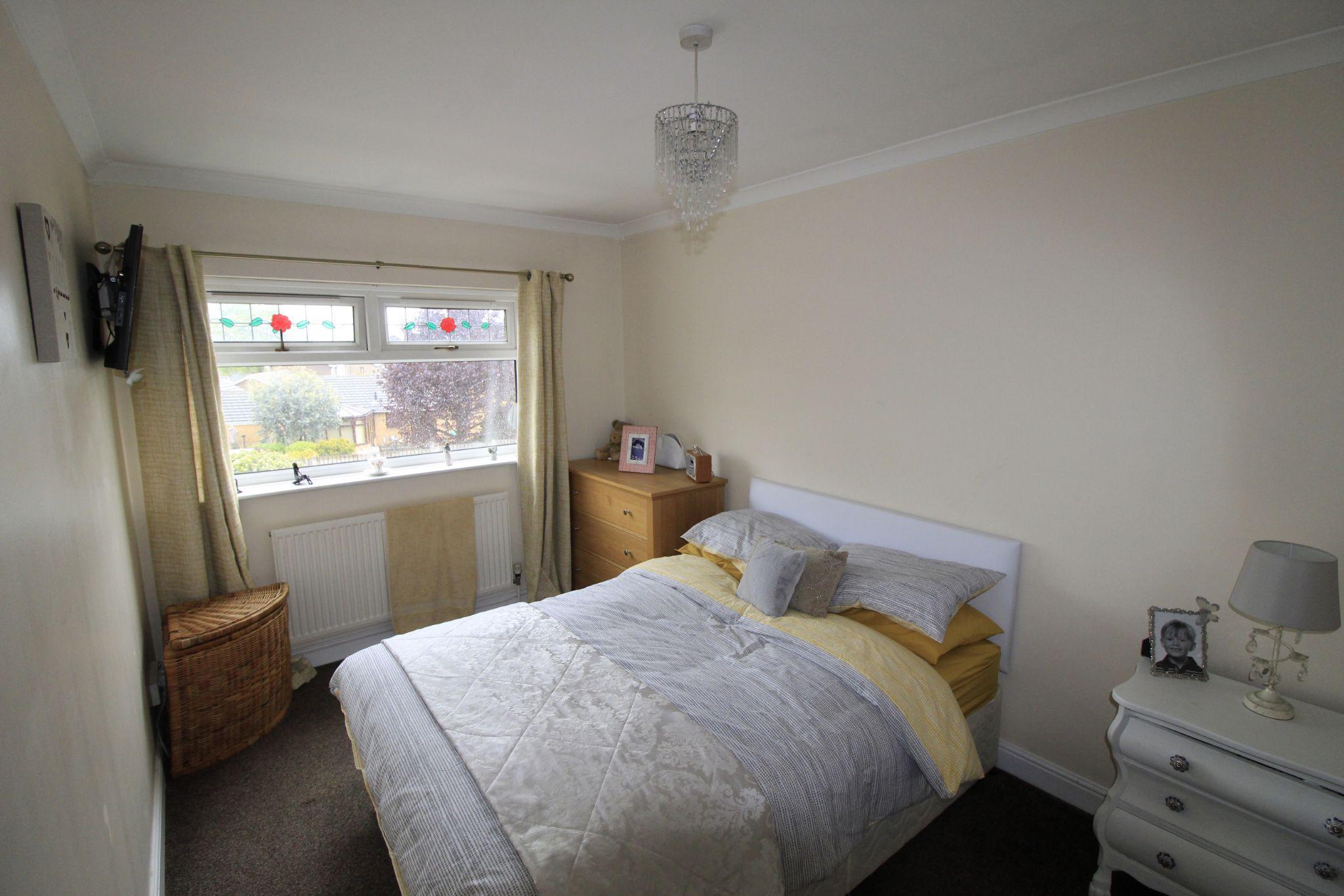 3 bedroom mid terraced house Let in Brighouse - Bedroom 1