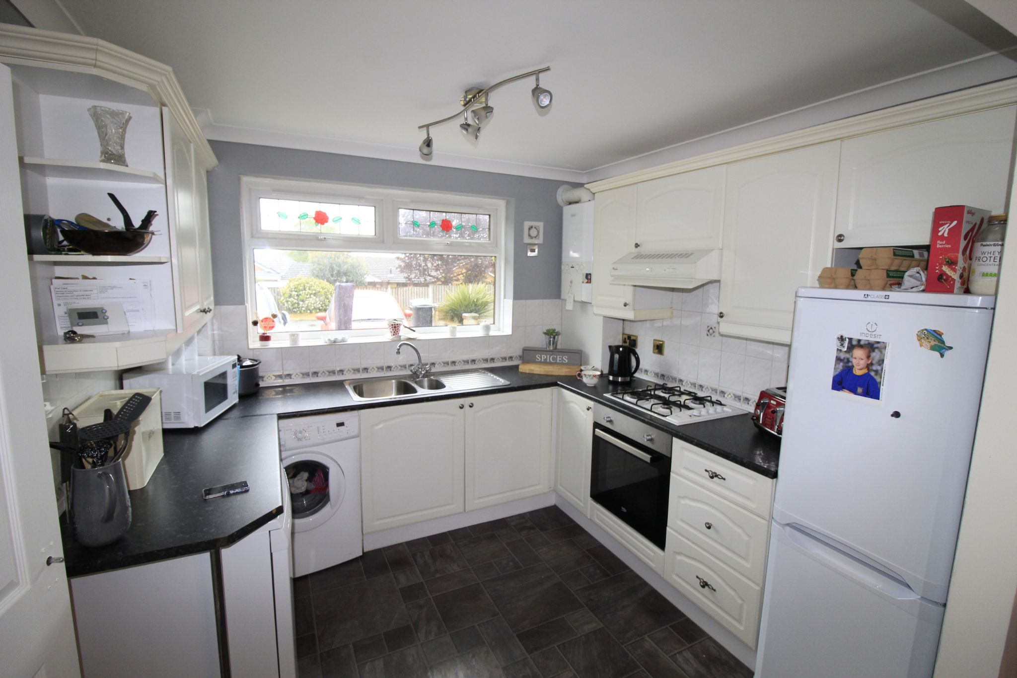 3 bedroom mid terraced house Let in Brighouse - Kitchen