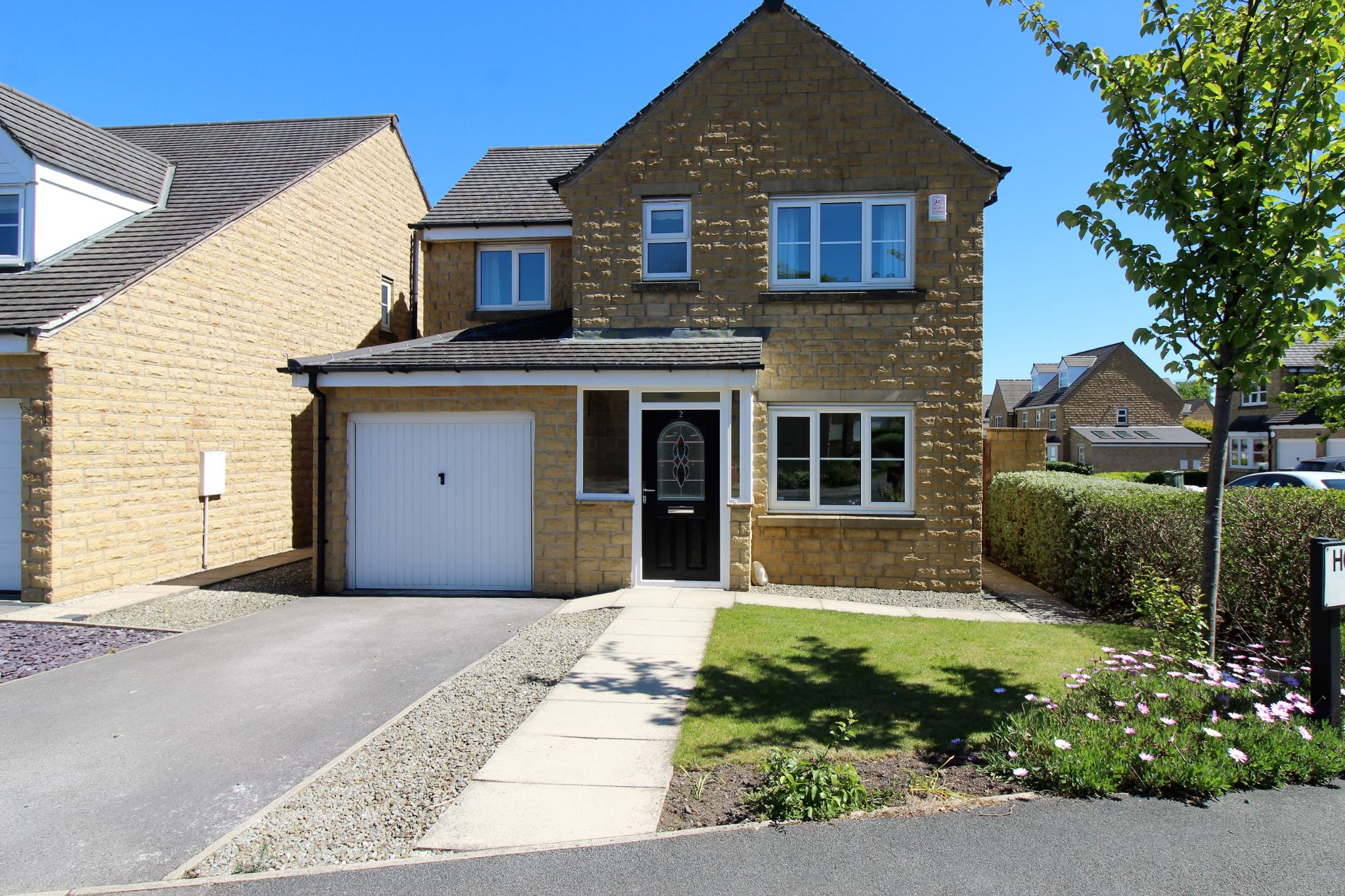 4 bedroom detached house For Sale in Halifax - Photograph 22