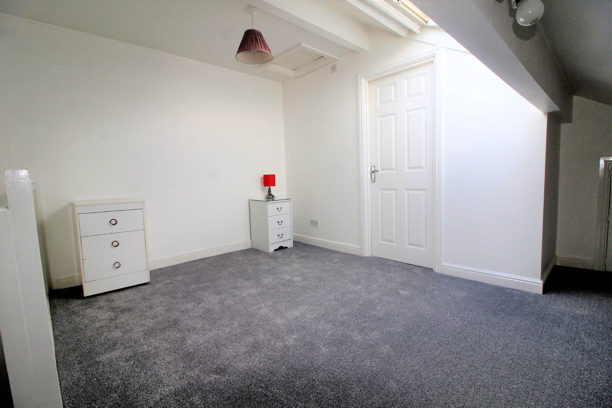 1 bedroom flat flat/apartment Let in Huddersfield - Bedroom 1
