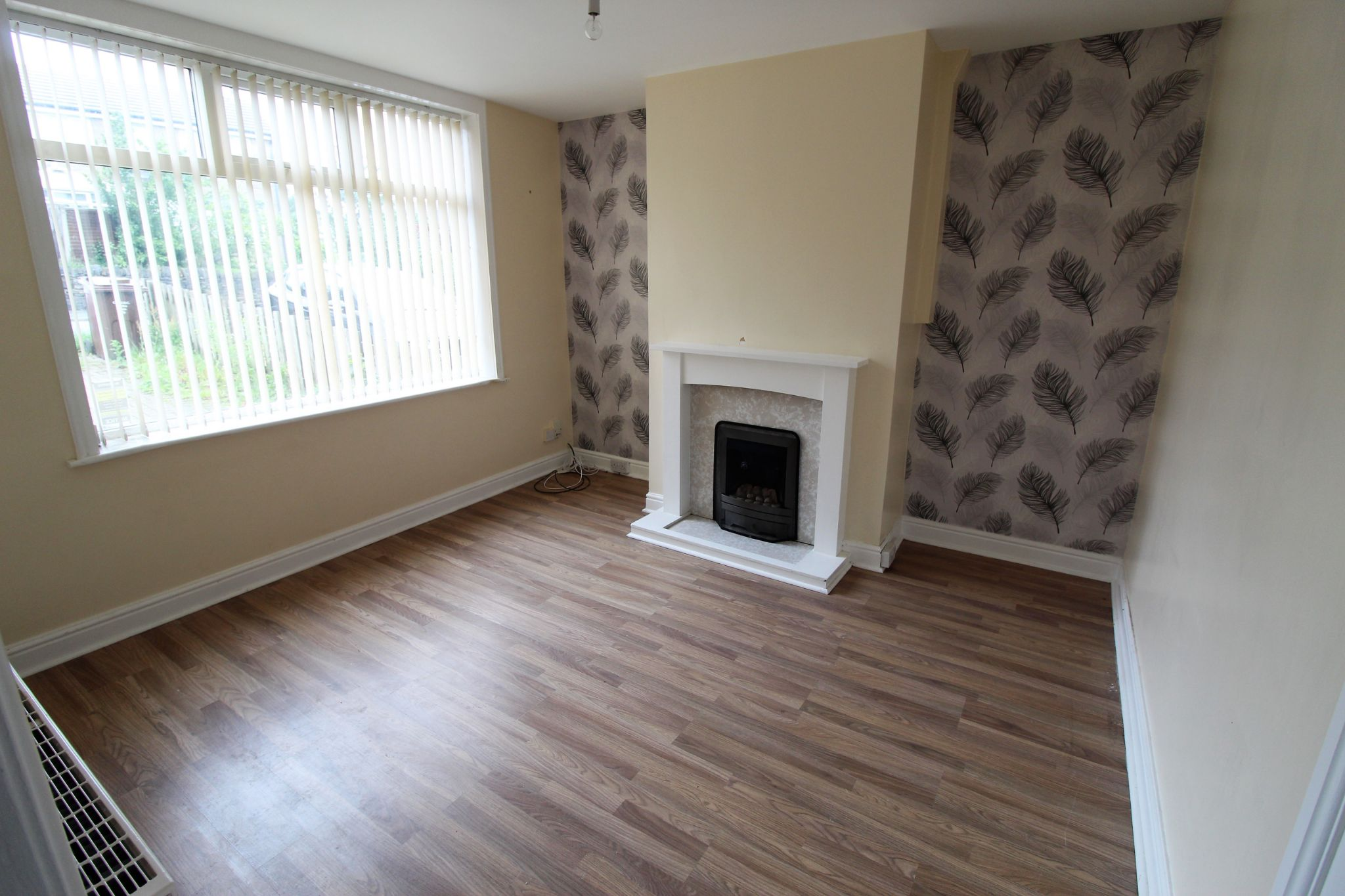 2 bedroom mid terraced house For Sale in Bradford - Lounge