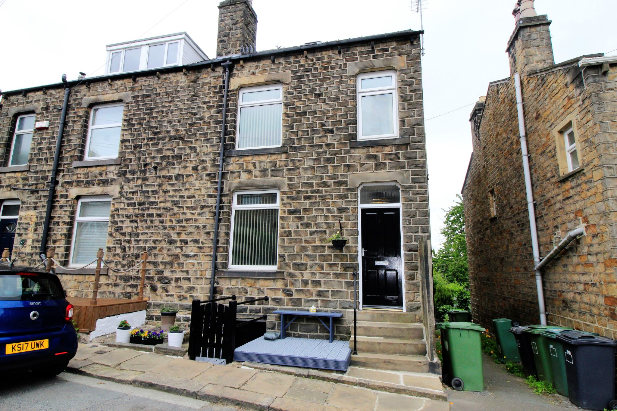 2 bedroom semi-detached house For Sale in Huddersfield - Front elevation