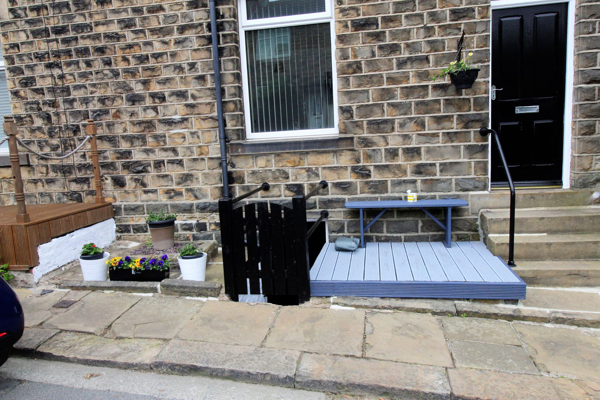 2 bedroom semi-detached house For Sale in Huddersfield - Decked area