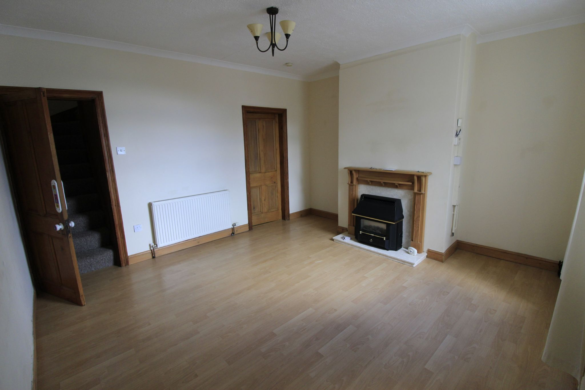 2 bedroom mid terraced house Let in Wakefield - Photograph 4