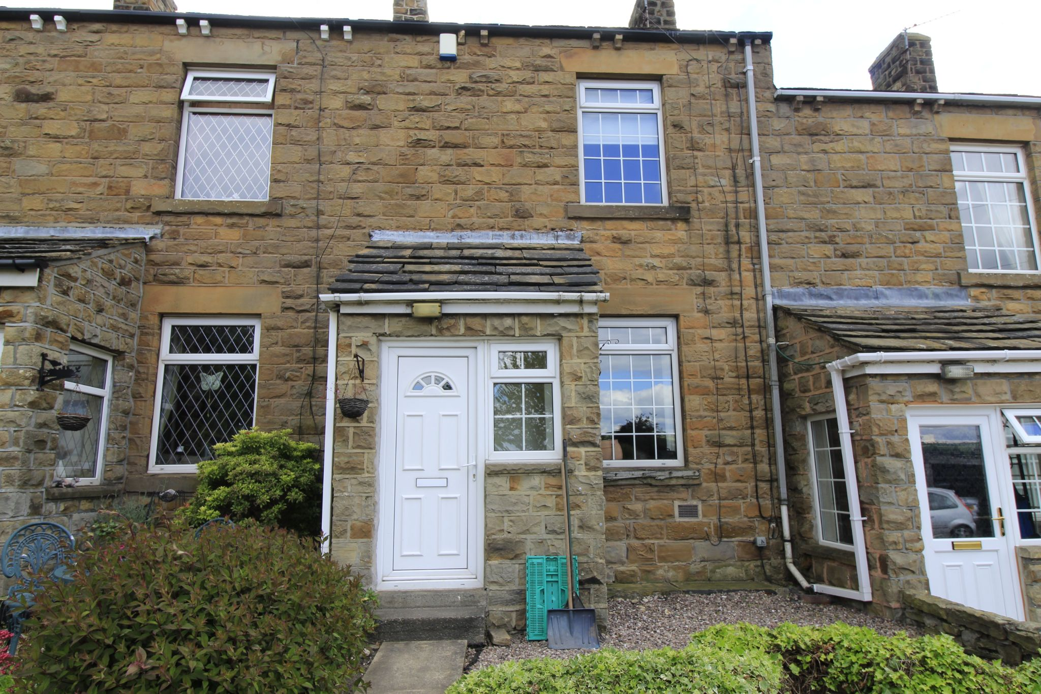 2 bedroom mid terraced house Let in Wakefield - Photograph 1