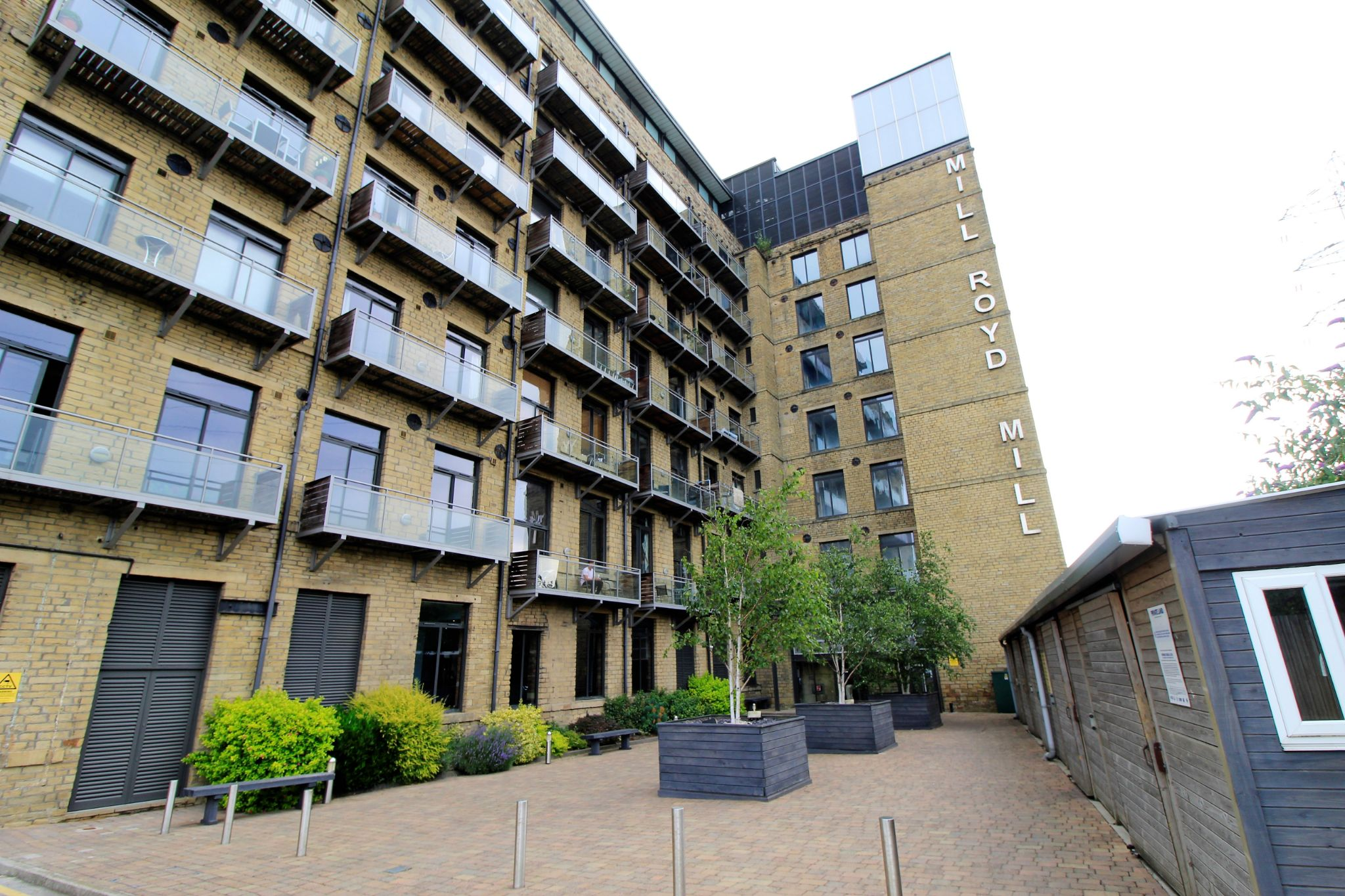 1 bedroom studio flat/apartment For Sale in Brighouse - Photograph 1