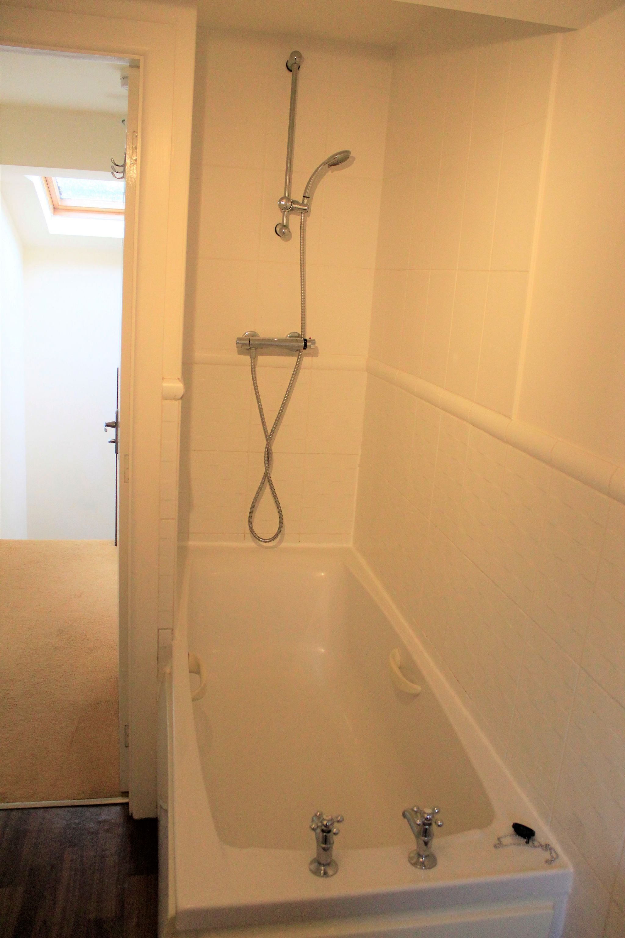 2 bedroom town house Let in Halifax - Shower