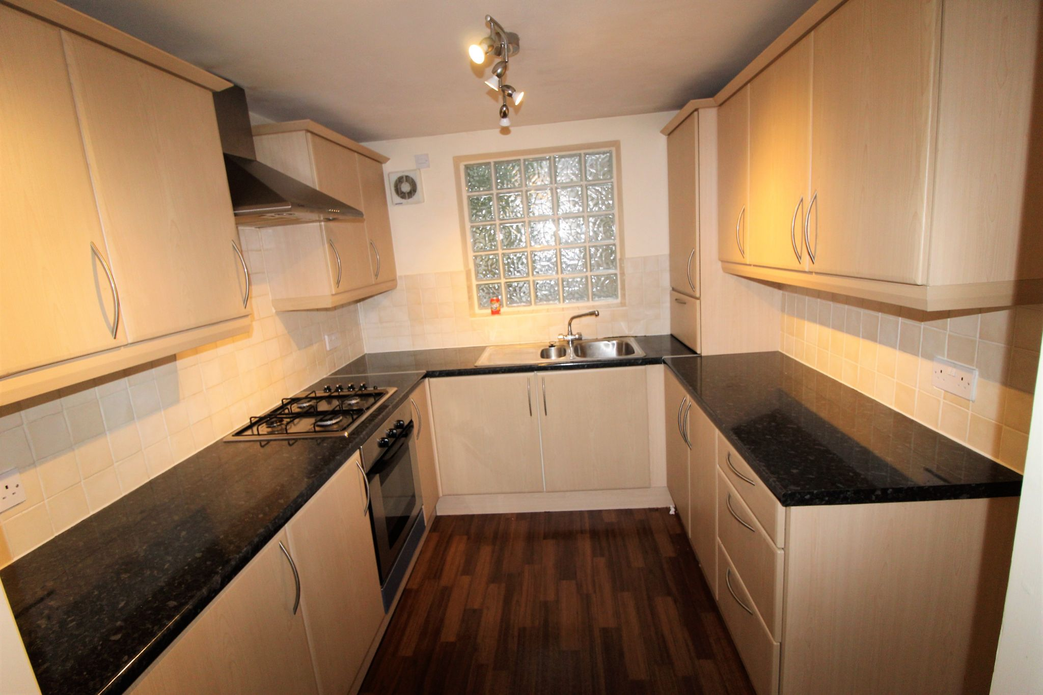 2 bedroom town house Let in Halifax - Kitchen