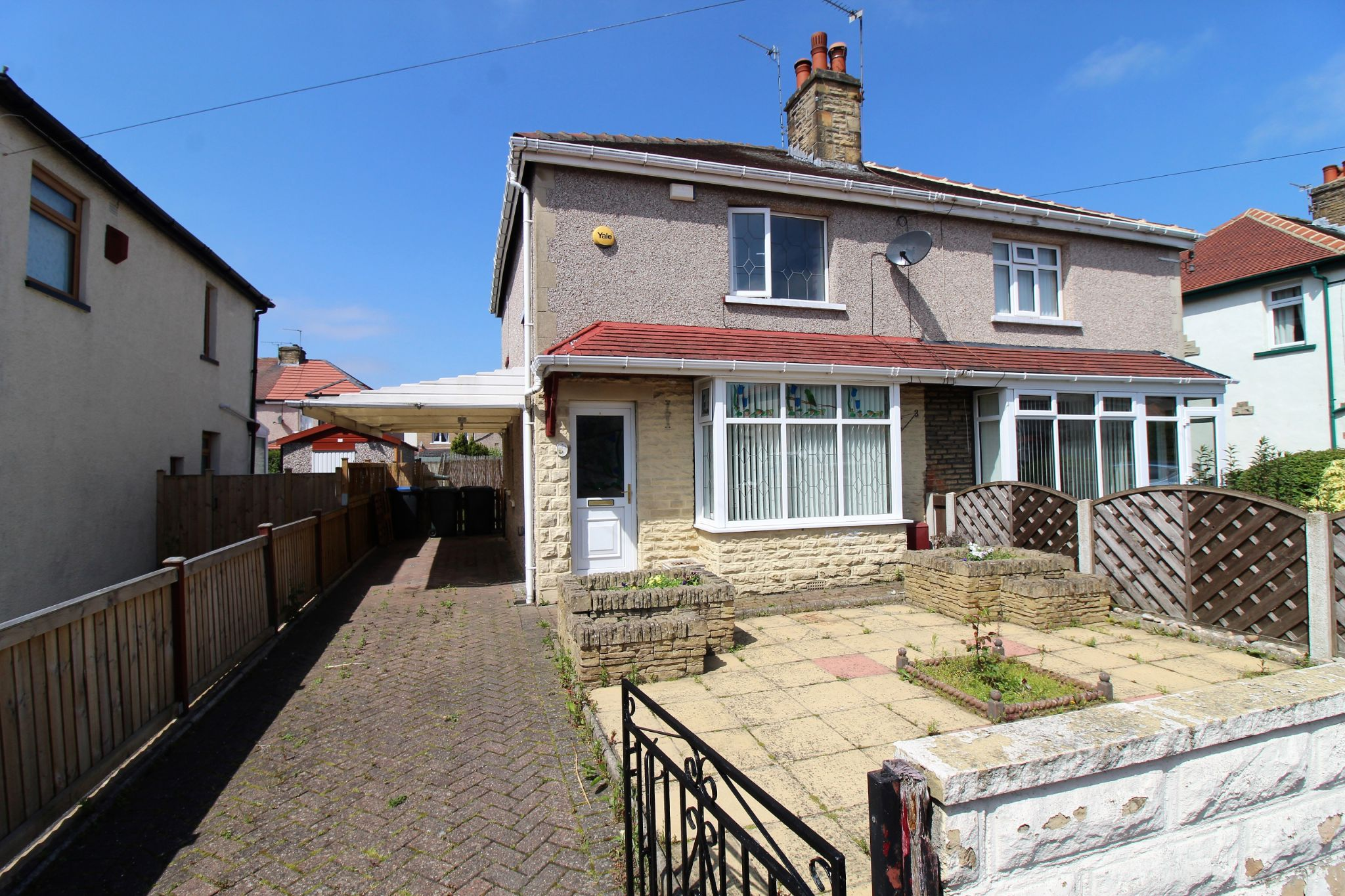 3 bedroom semi-detached house For Sale in Bradford - Front aspect