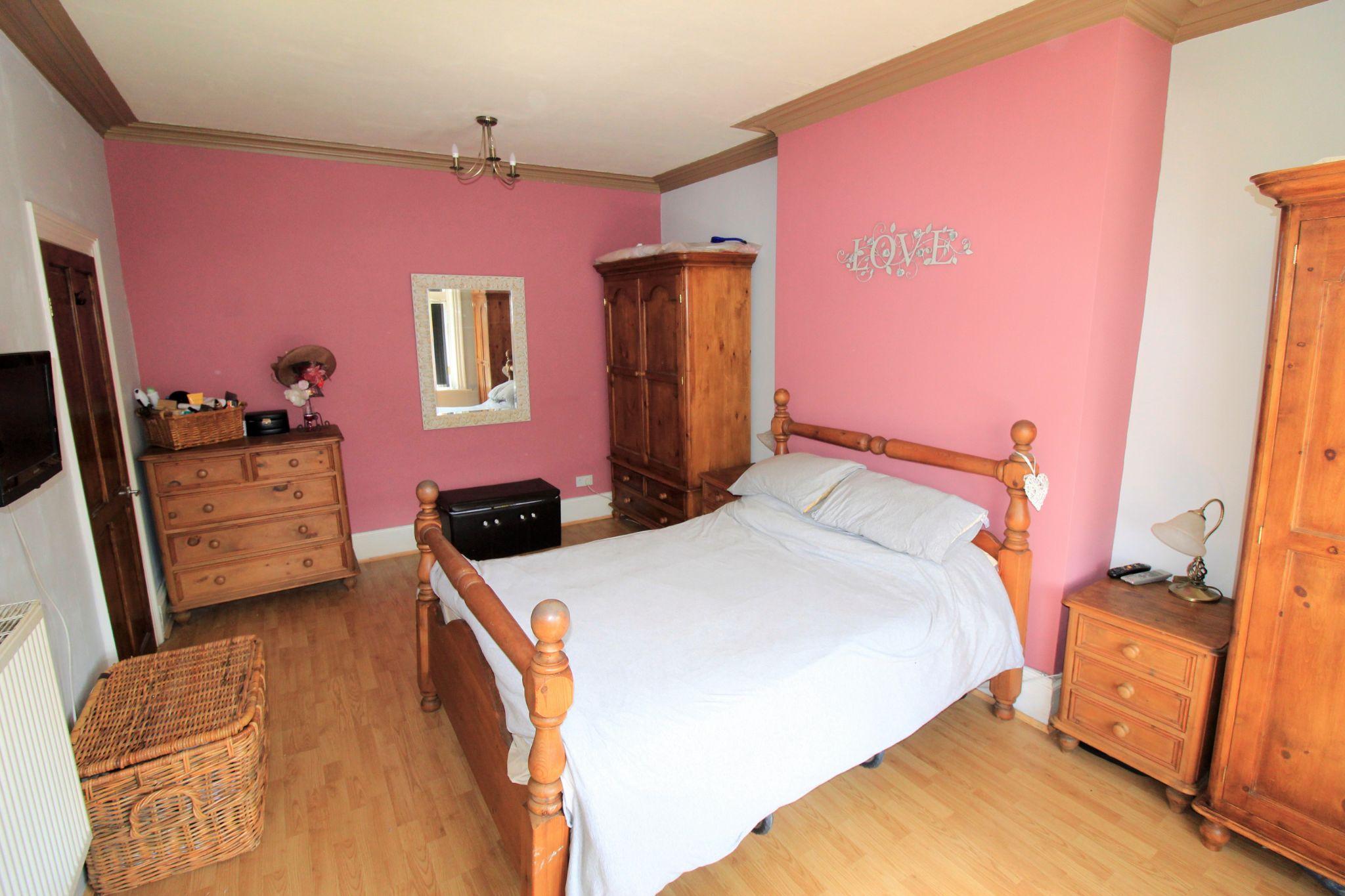 3 bedroom mid terraced house SSTC in Bradford - Bedroom 1