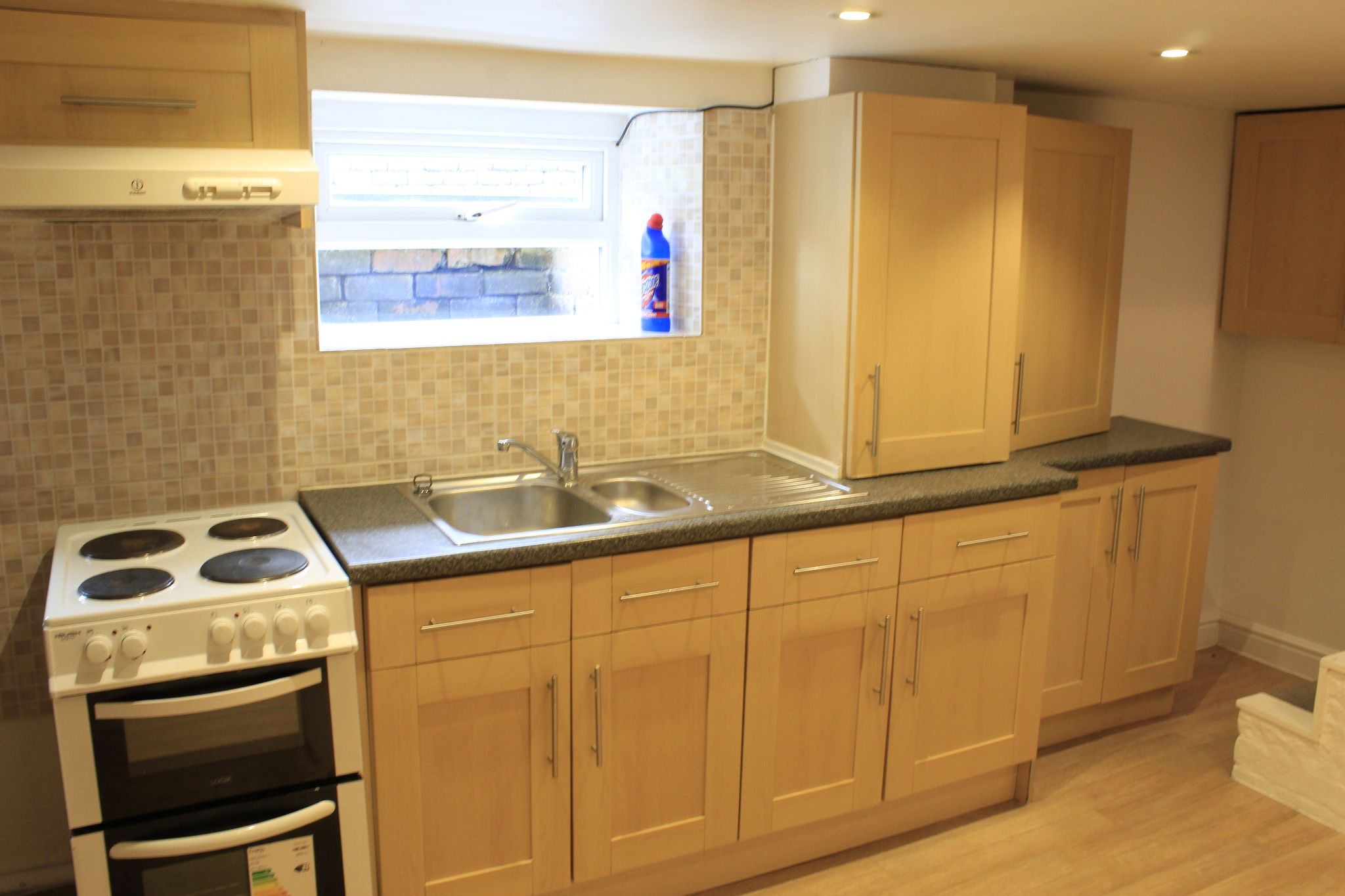 1 bedroom maisonette flat/apartment To Let in Huddersfield - Kitchen area