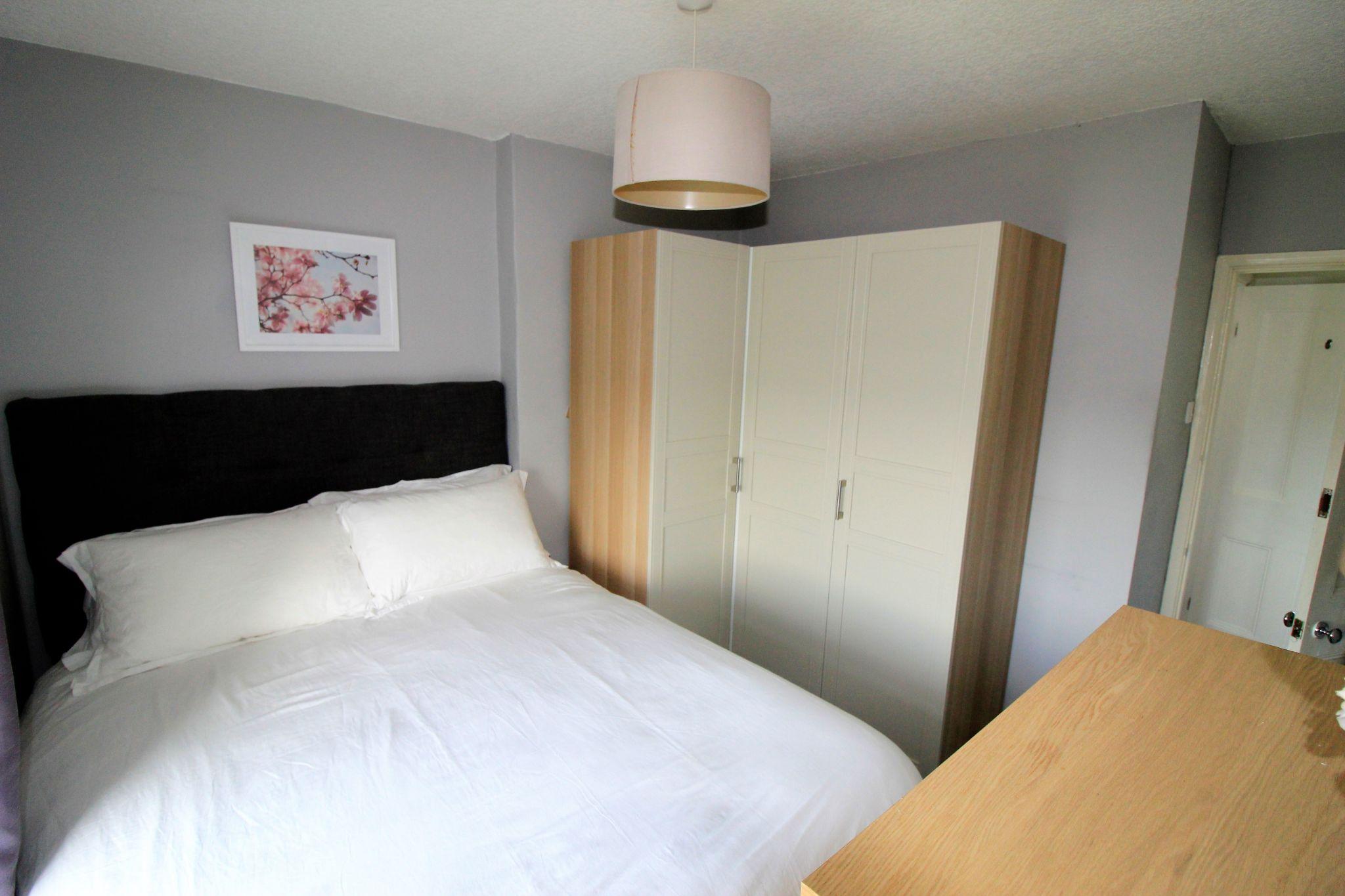 2 bedroom cottage house SSTC in Huddersfield - Bedroom 1