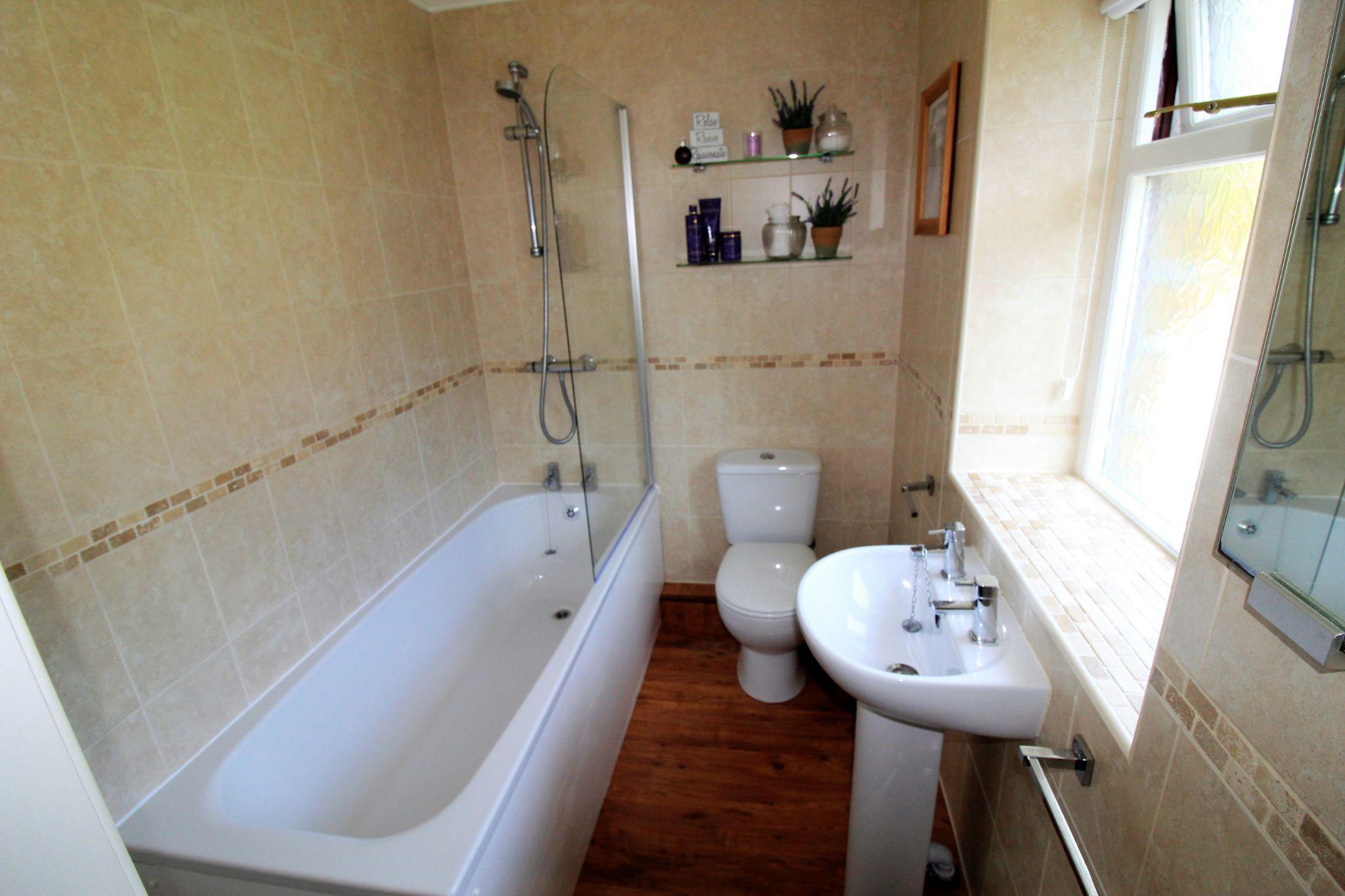 2 bedroom cottage house SSTC in Huddersfield - Bathroom