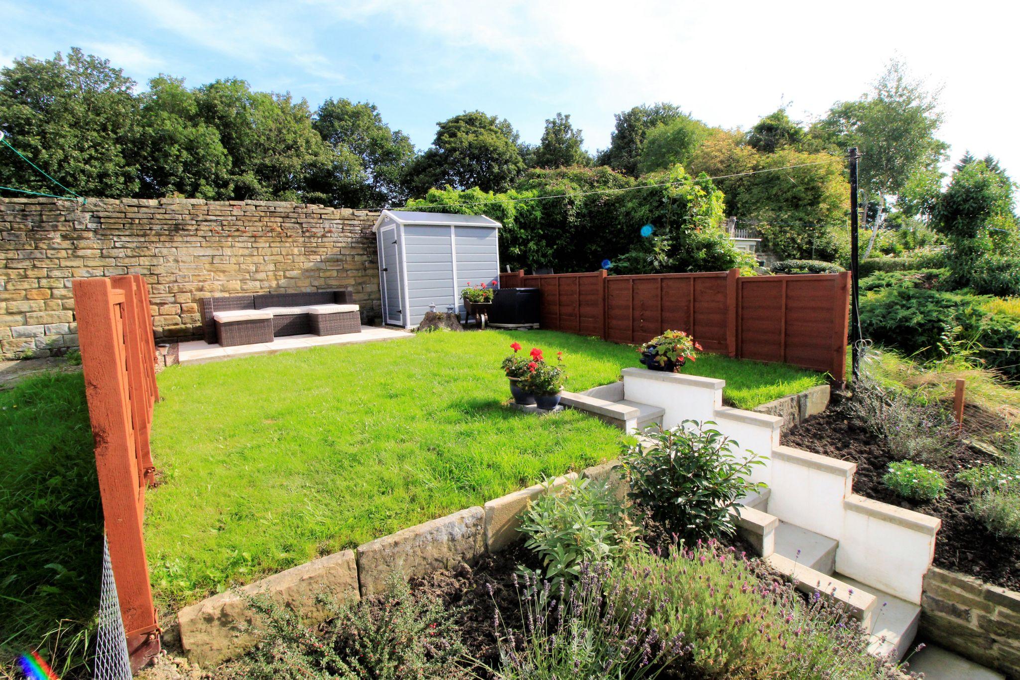 2 bedroom cottage house SSTC in Huddersfield - Rear garden