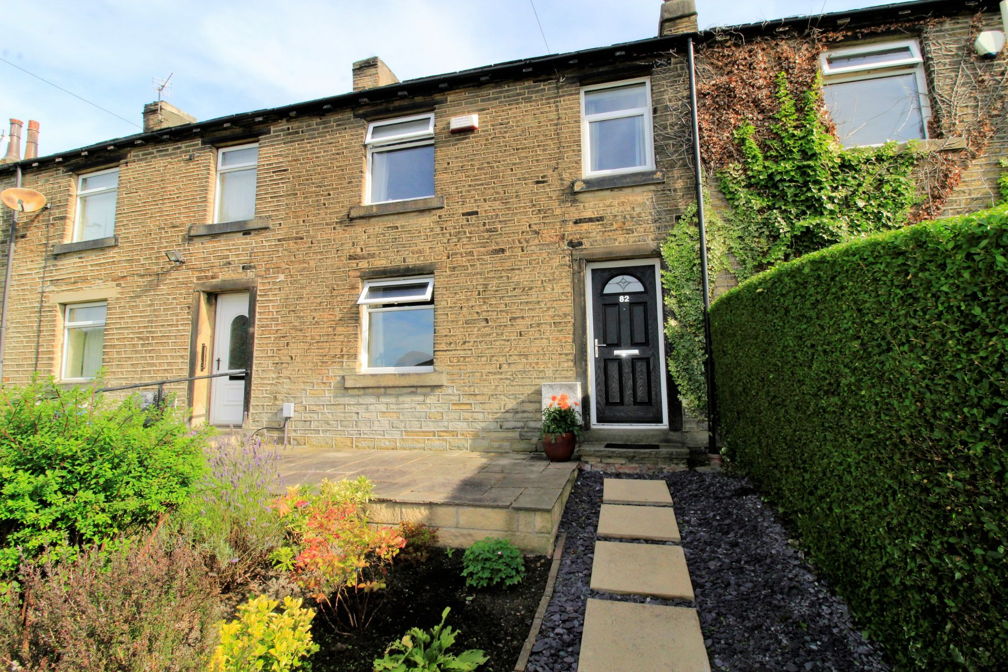 2 bedroom cottage house SSTC in Huddersfield - Front aspect