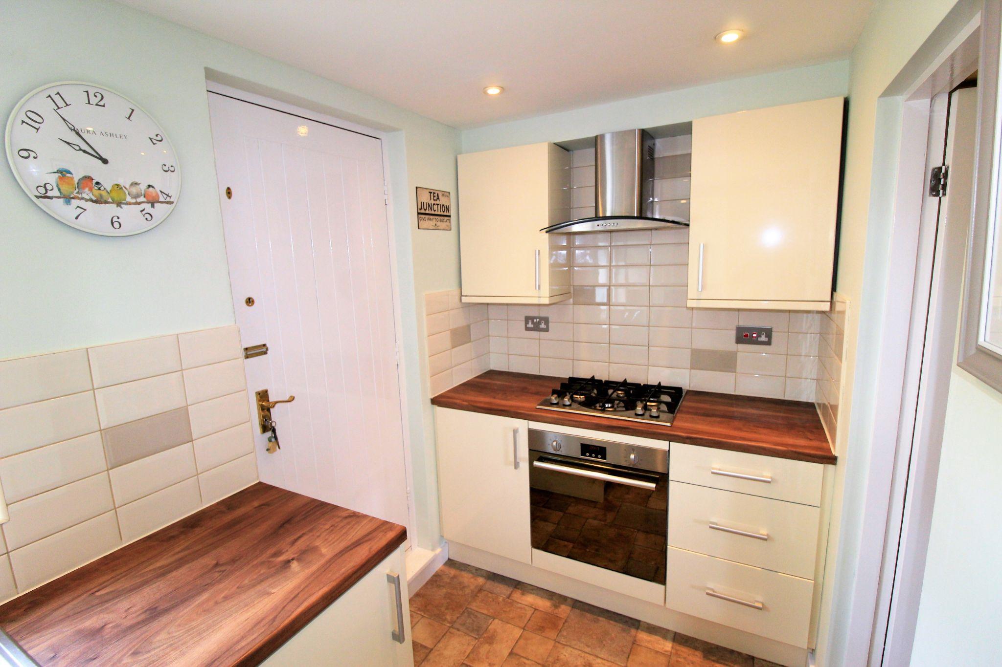 2 bedroom cottage house SSTC in Huddersfield - Kitchen