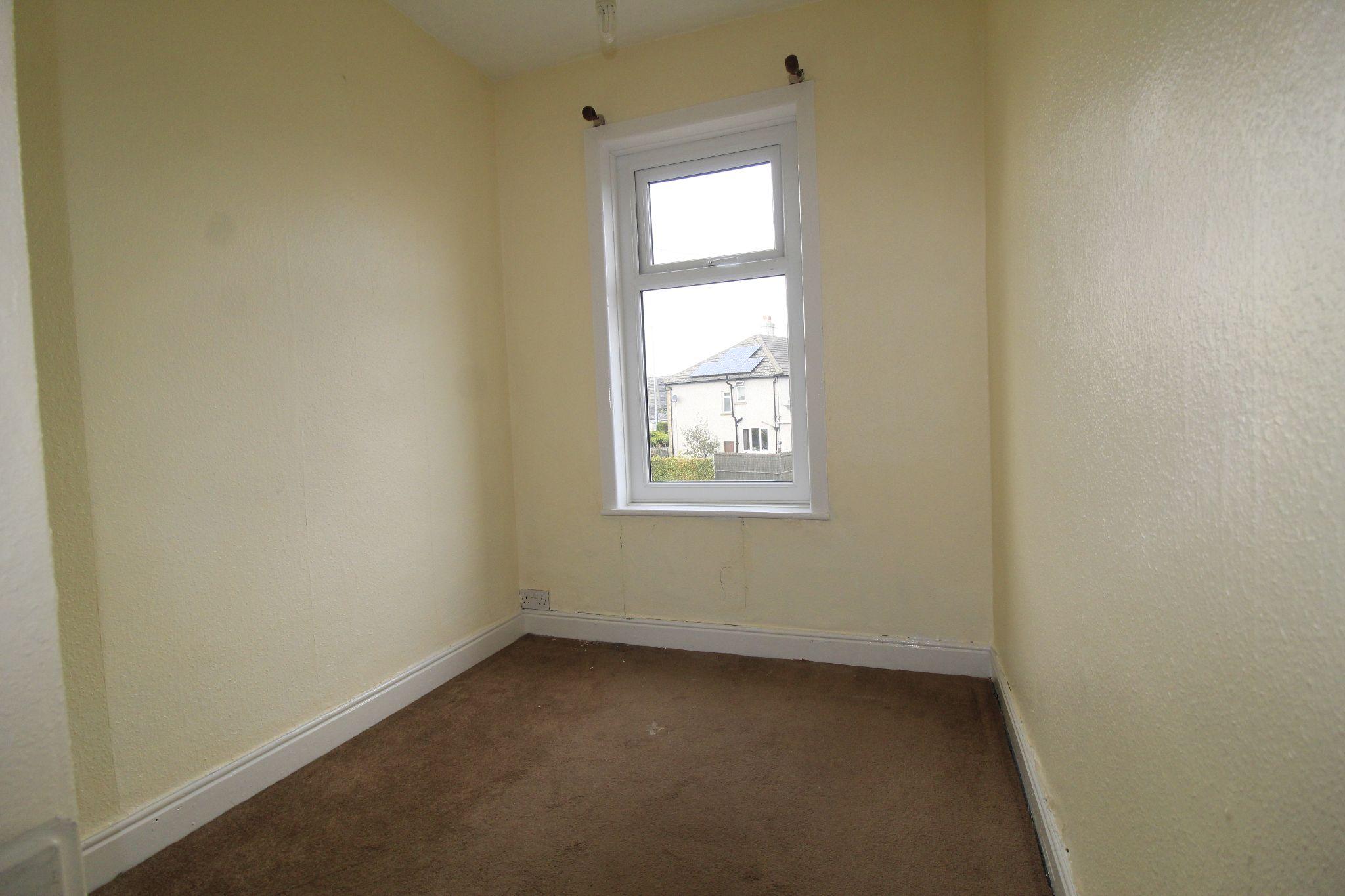 3 bedroom end terraced house To Let in Bradford - Bedroom 3