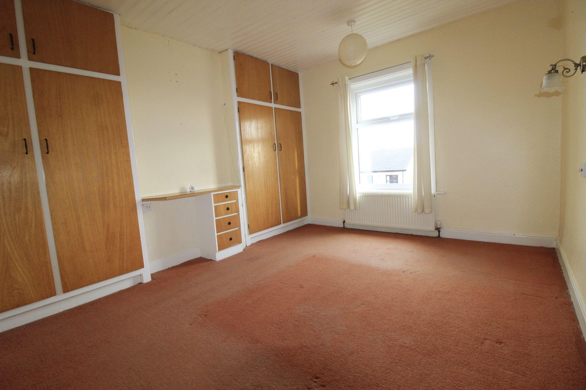 3 bedroom end terraced house To Let in Bradford - Bedroom 1