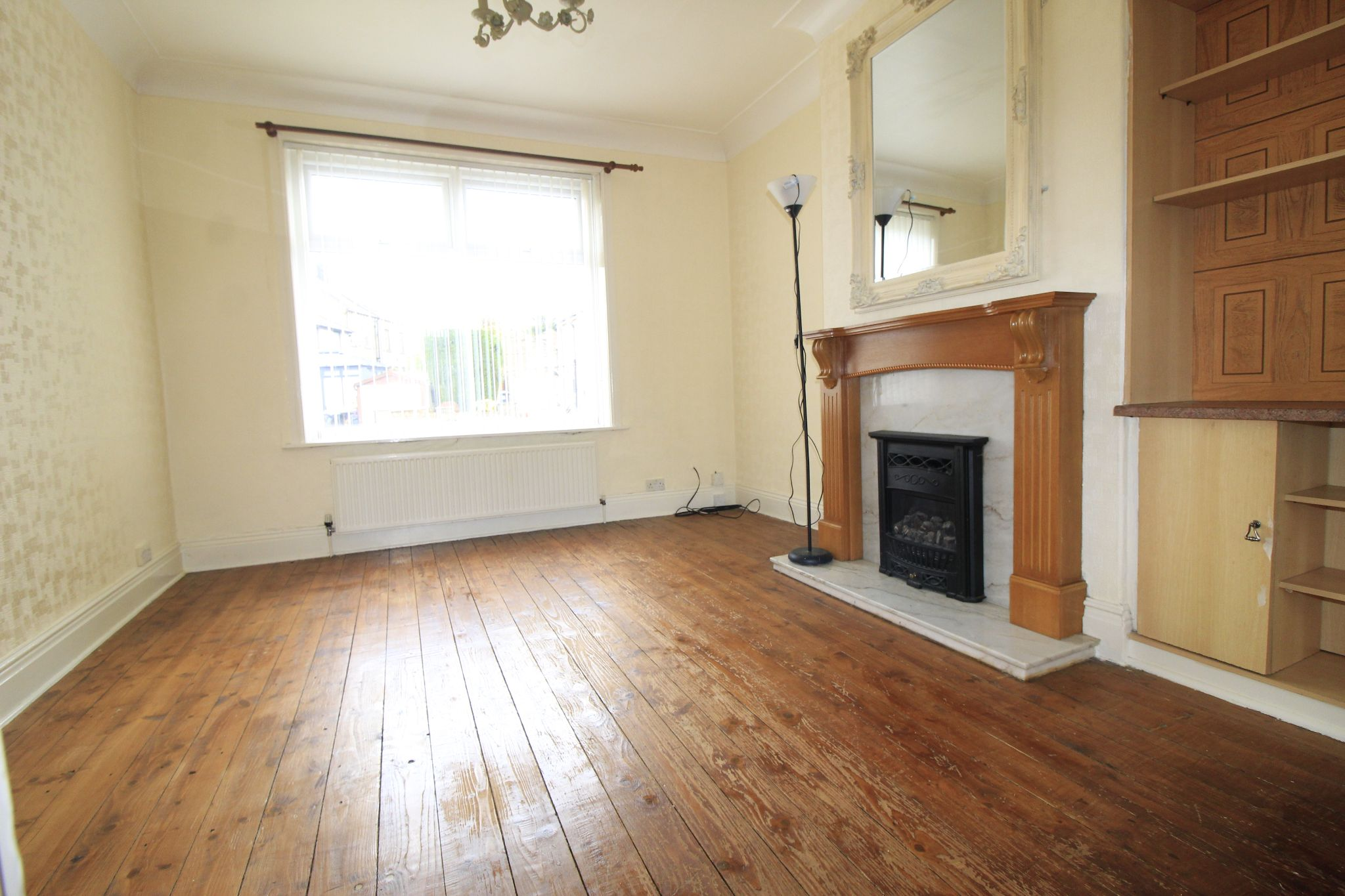 3 bedroom end terraced house Let in Bradford - Lounge