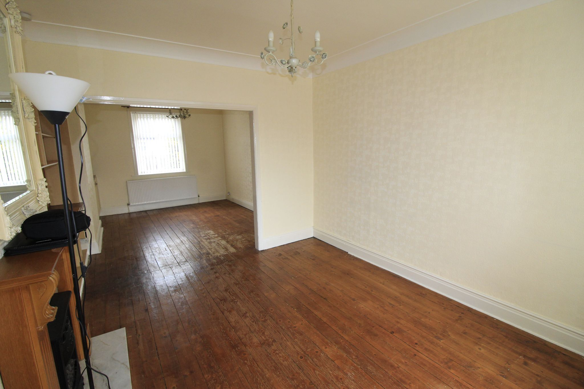 3 bedroom end terraced house Let in Bradford - Lounge and dining area